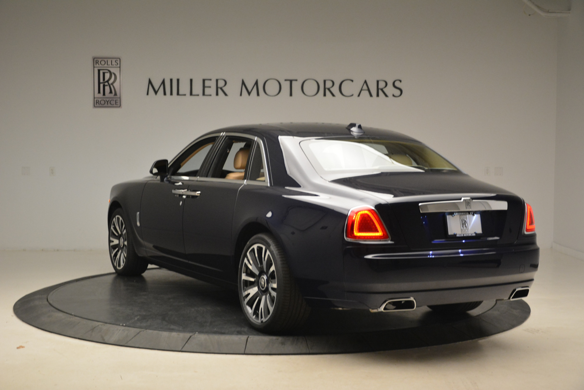 Used 2018 Rolls-Royce Ghost  For Sale In Greenwich, CT 2231_p7