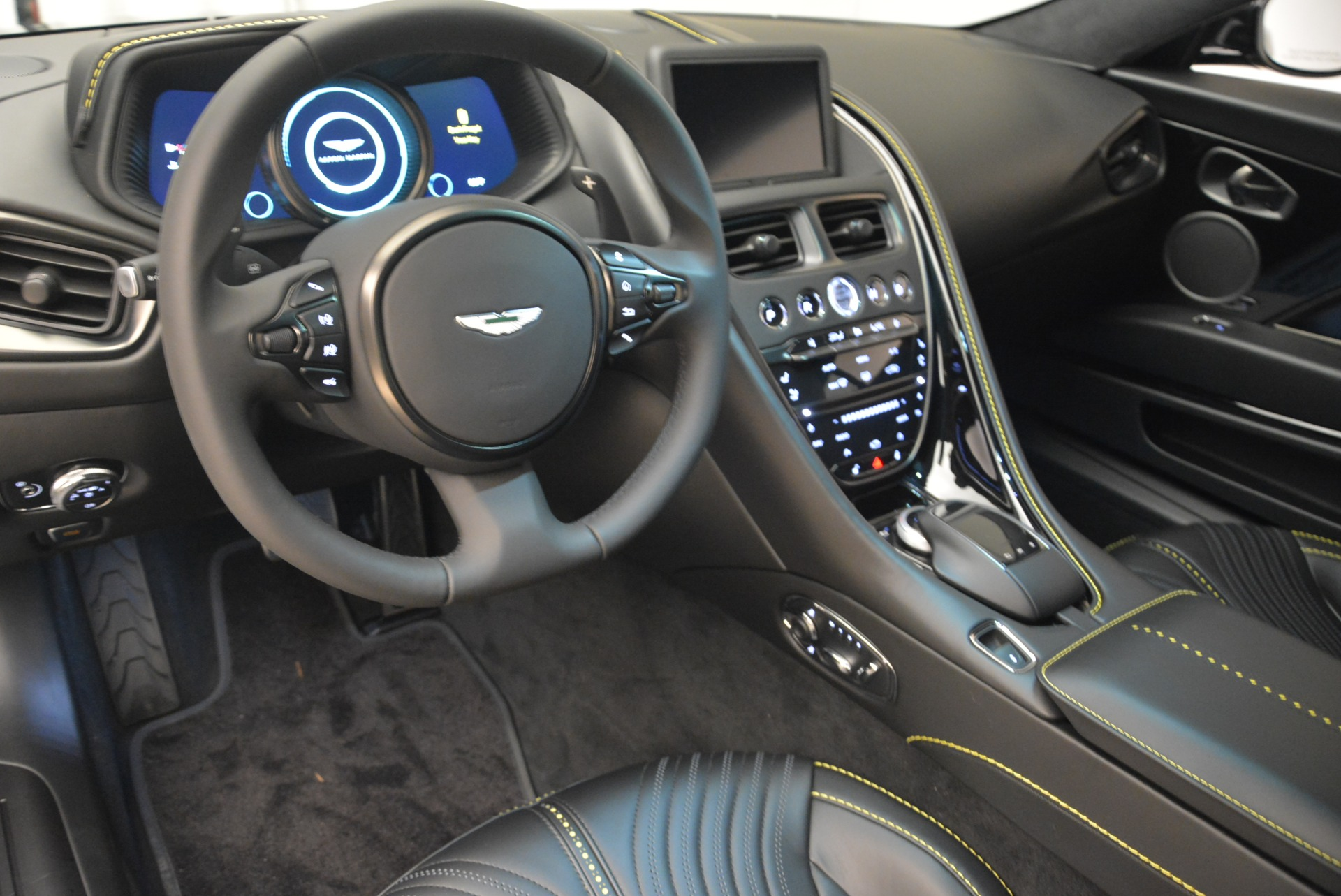 New 2018 Aston Martin DB11 V8 Coupe For Sale In Greenwich, CT 2237_p14