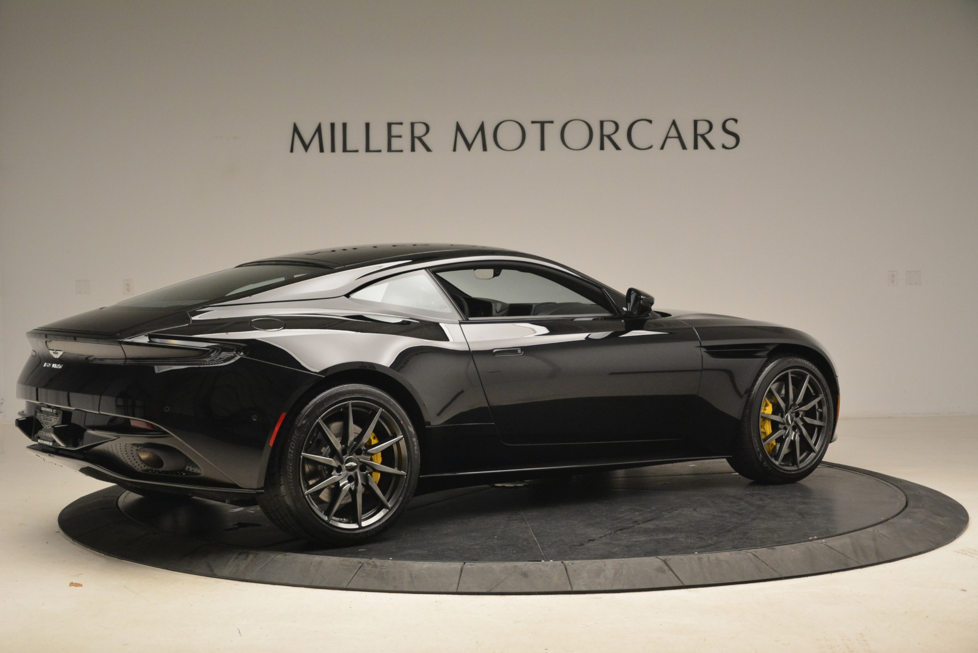 New 2018 Aston Martin DB11 V8 Coupe For Sale In Greenwich, CT 2237_p8