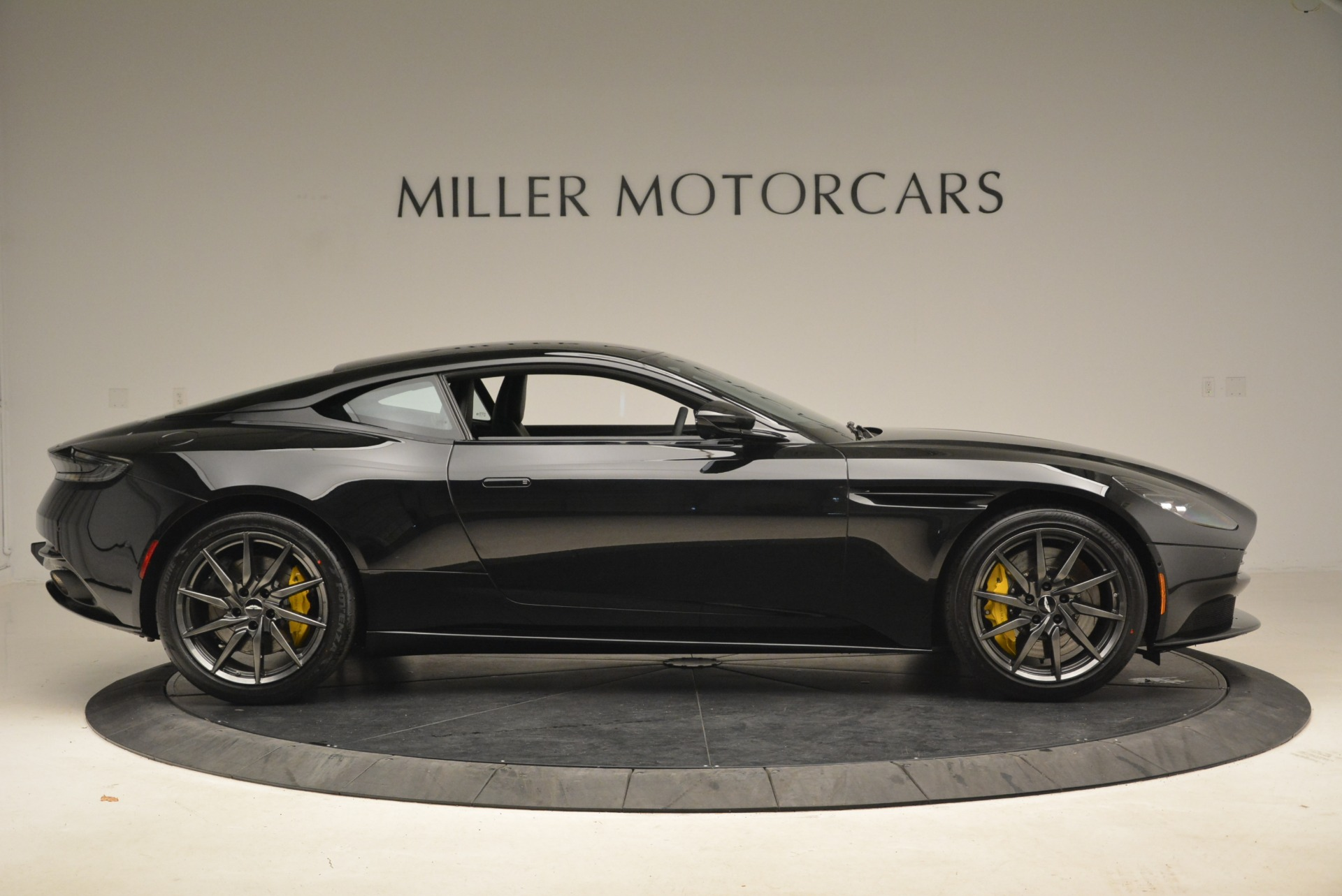New 2018 Aston Martin DB11 V8 Coupe For Sale In Greenwich, CT 2237_p9