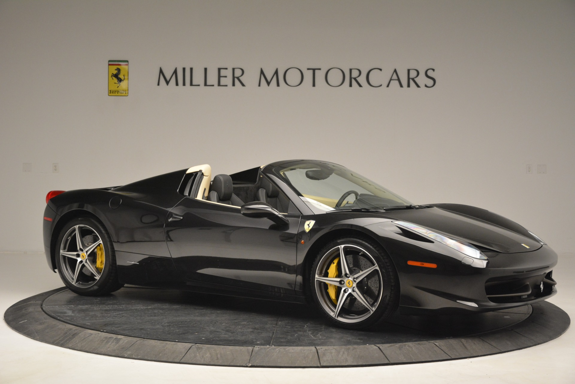 Used 2014 Ferrari 458 Spider  For Sale In Greenwich, CT 2258_p10