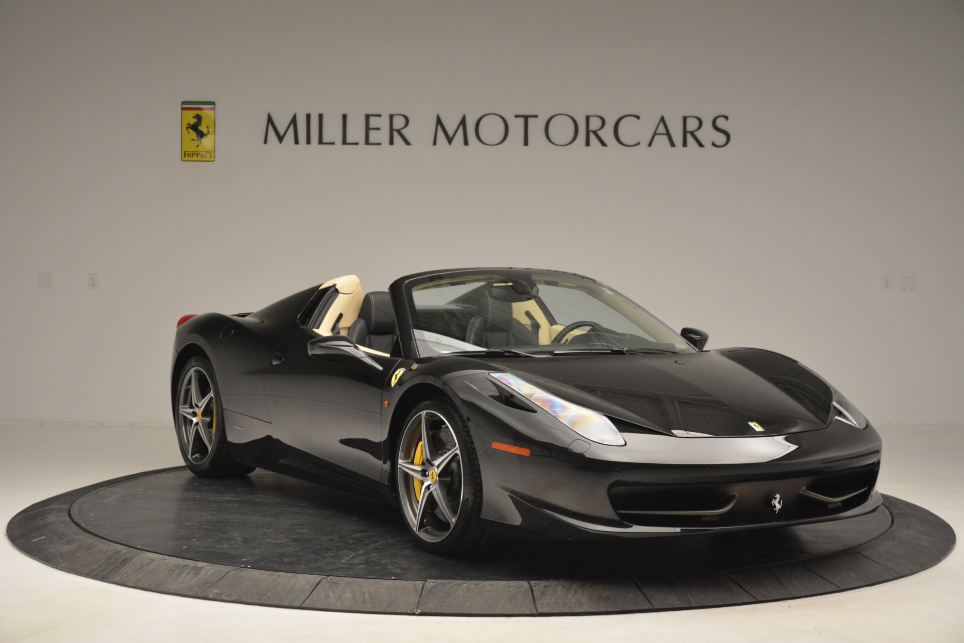 Used 2014 Ferrari 458 Spider  For Sale In Greenwich, CT 2258_p11