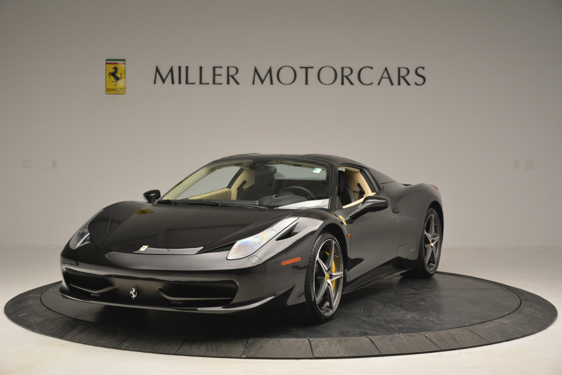 Used 2014 Ferrari 458 Spider  For Sale In Greenwich, CT 2258_p13