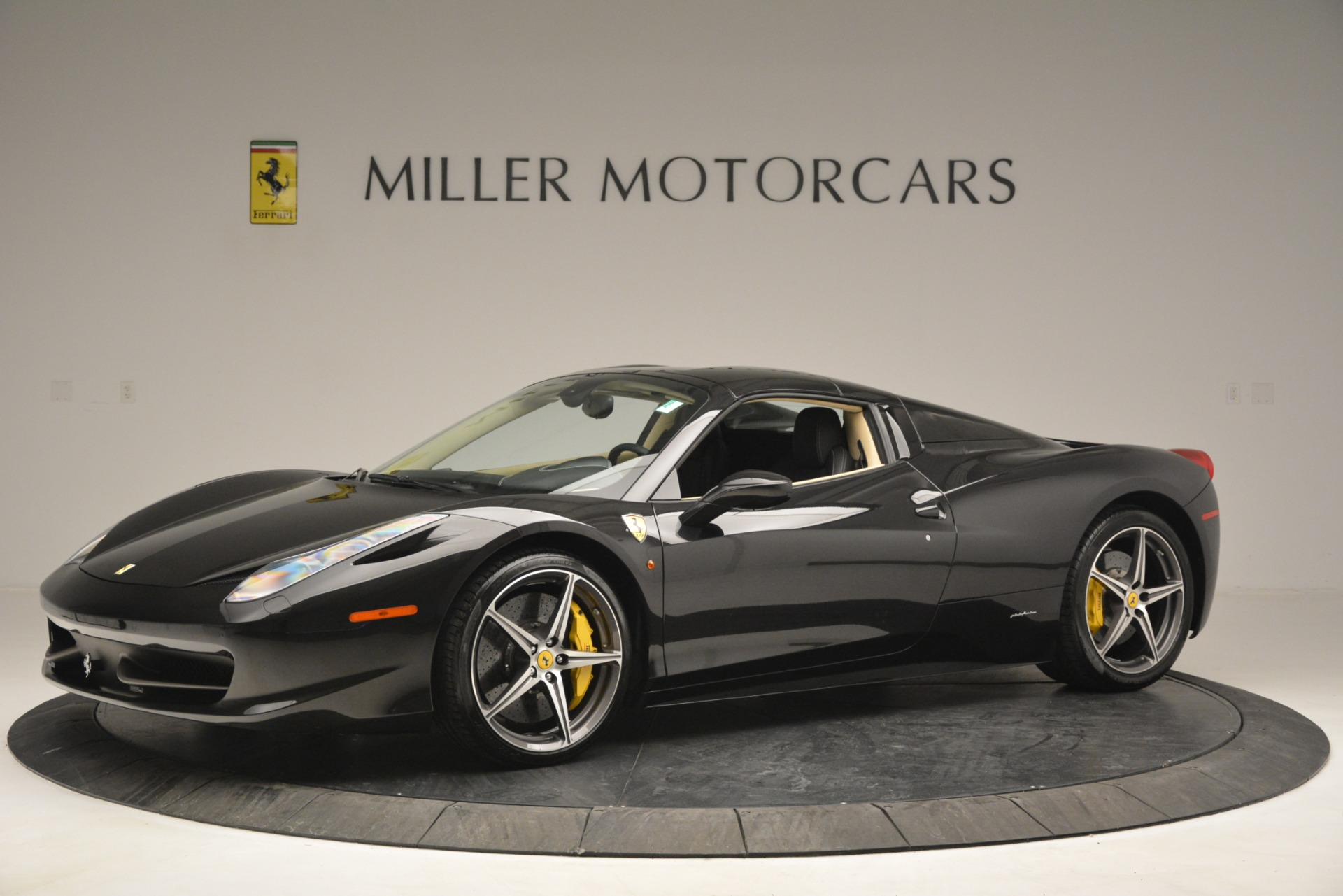 Used 2014 Ferrari 458 Spider  For Sale In Greenwich, CT 2258_p14