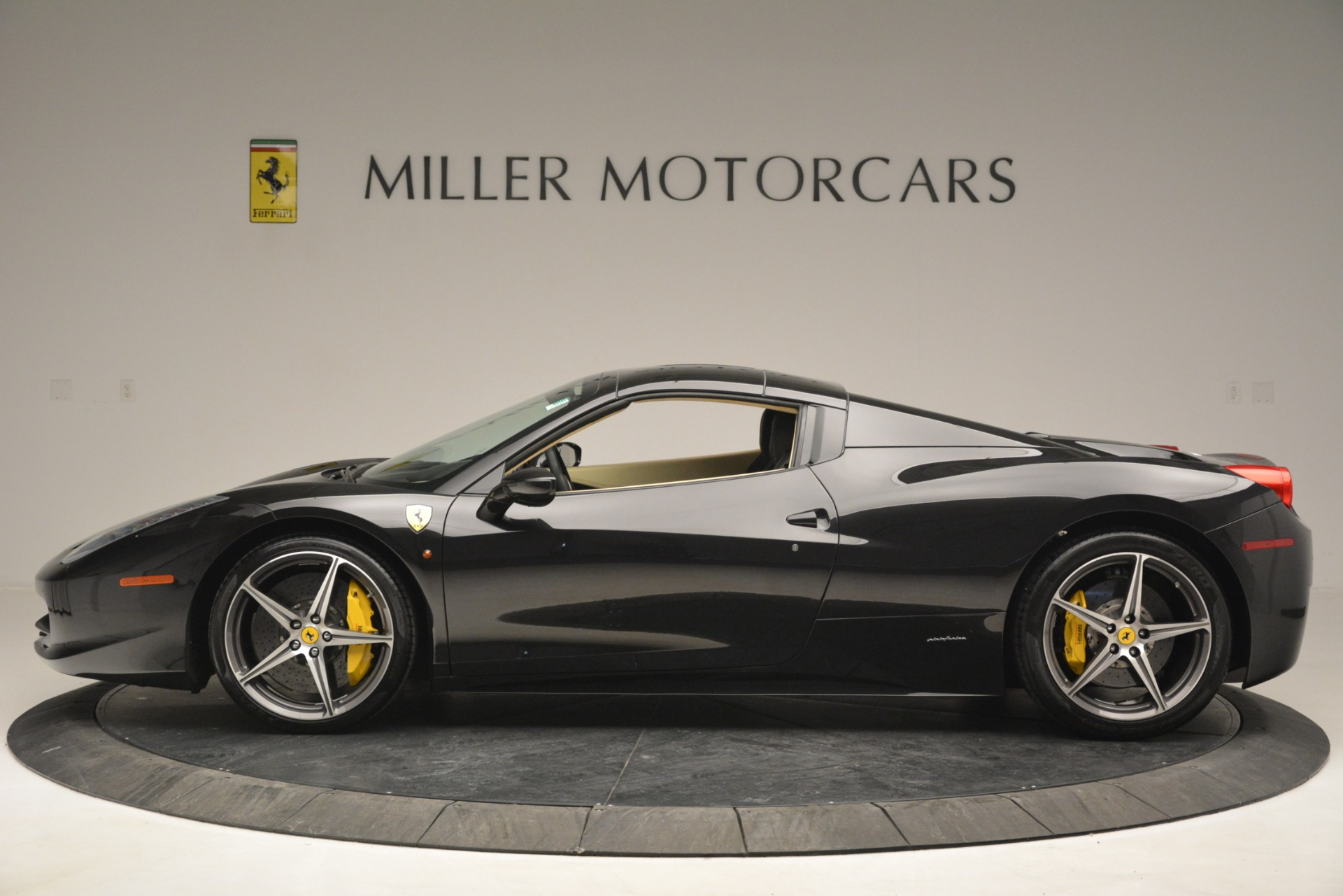 Used 2014 Ferrari 458 Spider  For Sale In Greenwich, CT 2258_p15