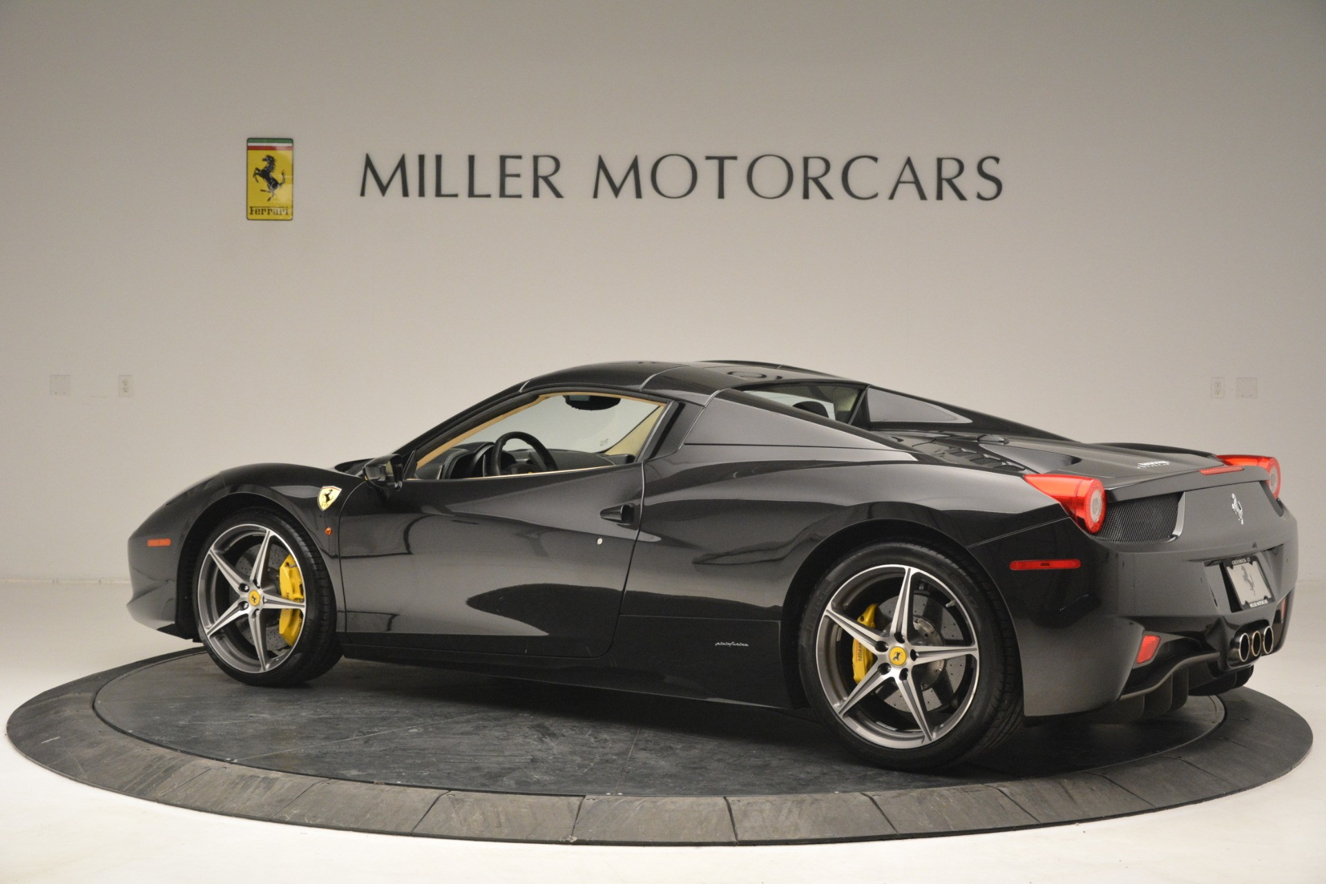 Used 2014 Ferrari 458 Spider  For Sale In Greenwich, CT 2258_p16