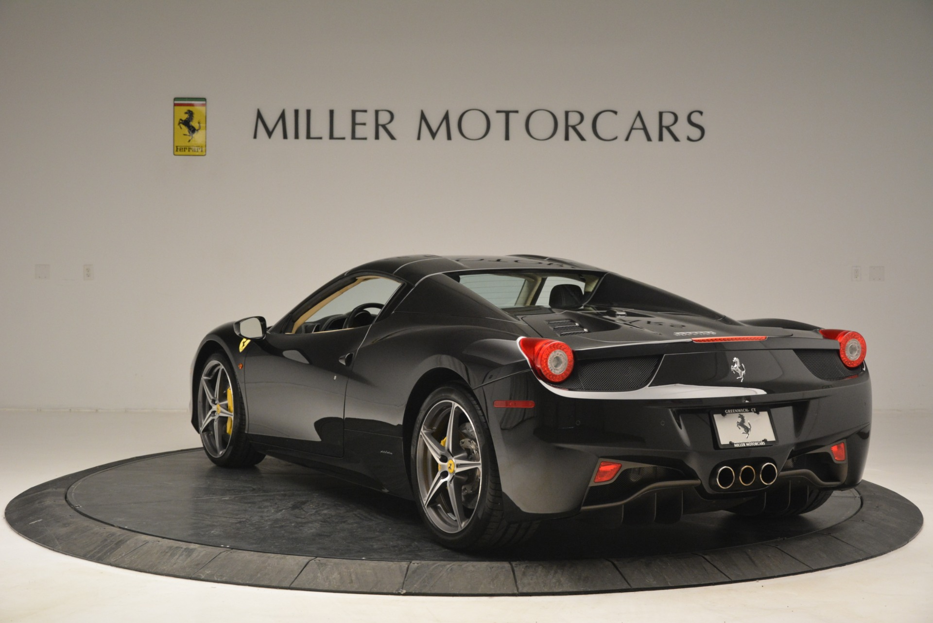 Used 2014 Ferrari 458 Spider  For Sale In Greenwich, CT 2258_p17