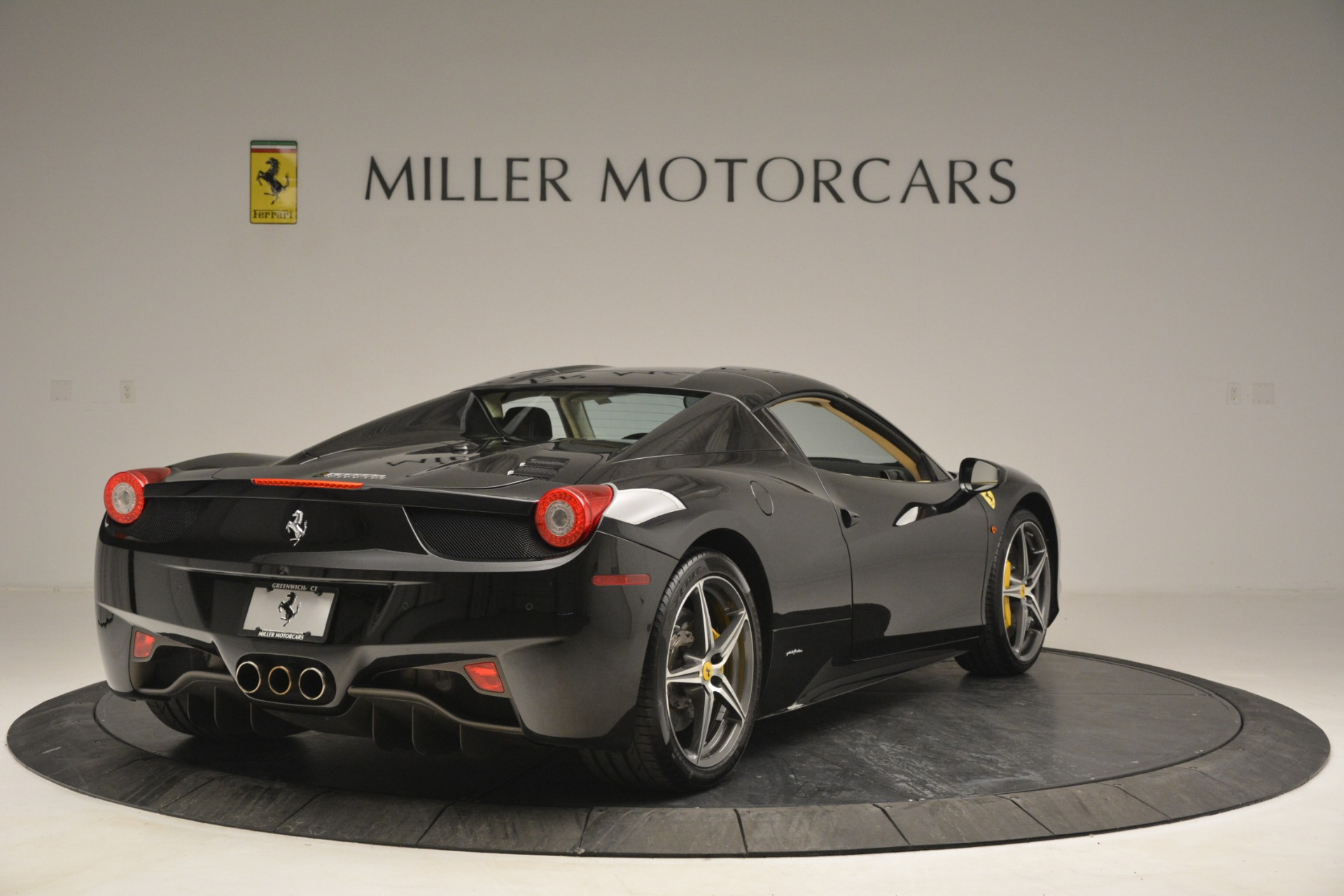 Used 2014 Ferrari 458 Spider  For Sale In Greenwich, CT 2258_p19