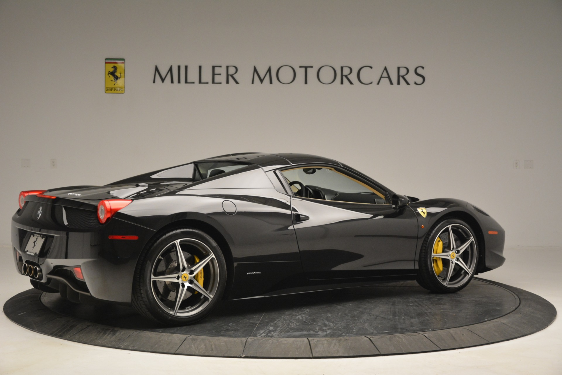 Used 2014 Ferrari 458 Spider  For Sale In Greenwich, CT 2258_p20