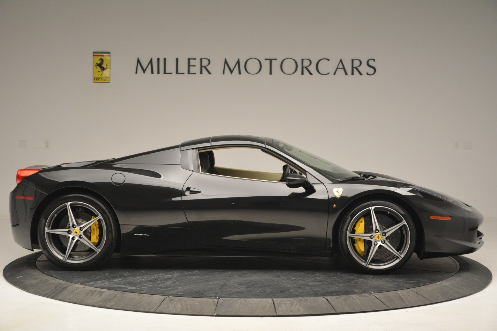 Used 2014 Ferrari 458 Spider  For Sale In Greenwich, CT 2258_p21