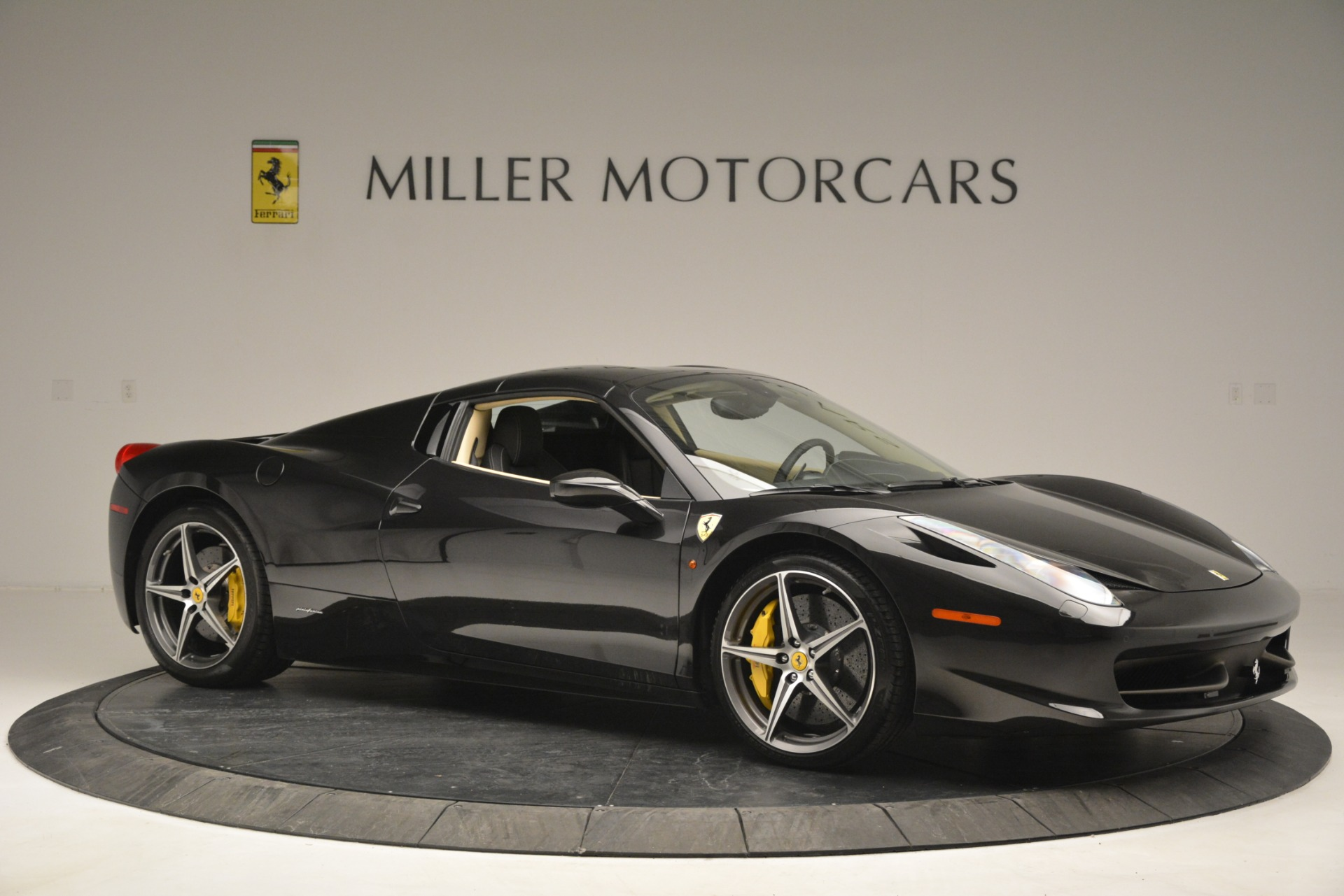 Used 2014 Ferrari 458 Spider  For Sale In Greenwich, CT 2258_p22