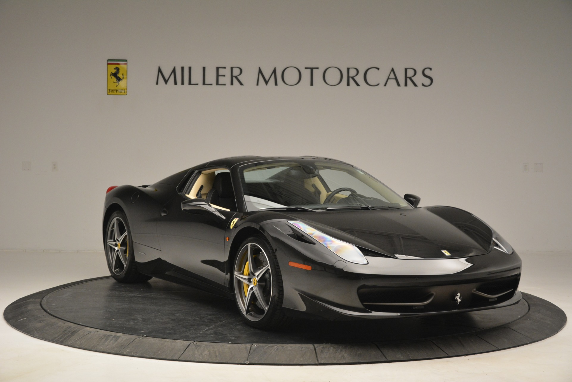 Used 2014 Ferrari 458 Spider  For Sale In Greenwich, CT 2258_p23