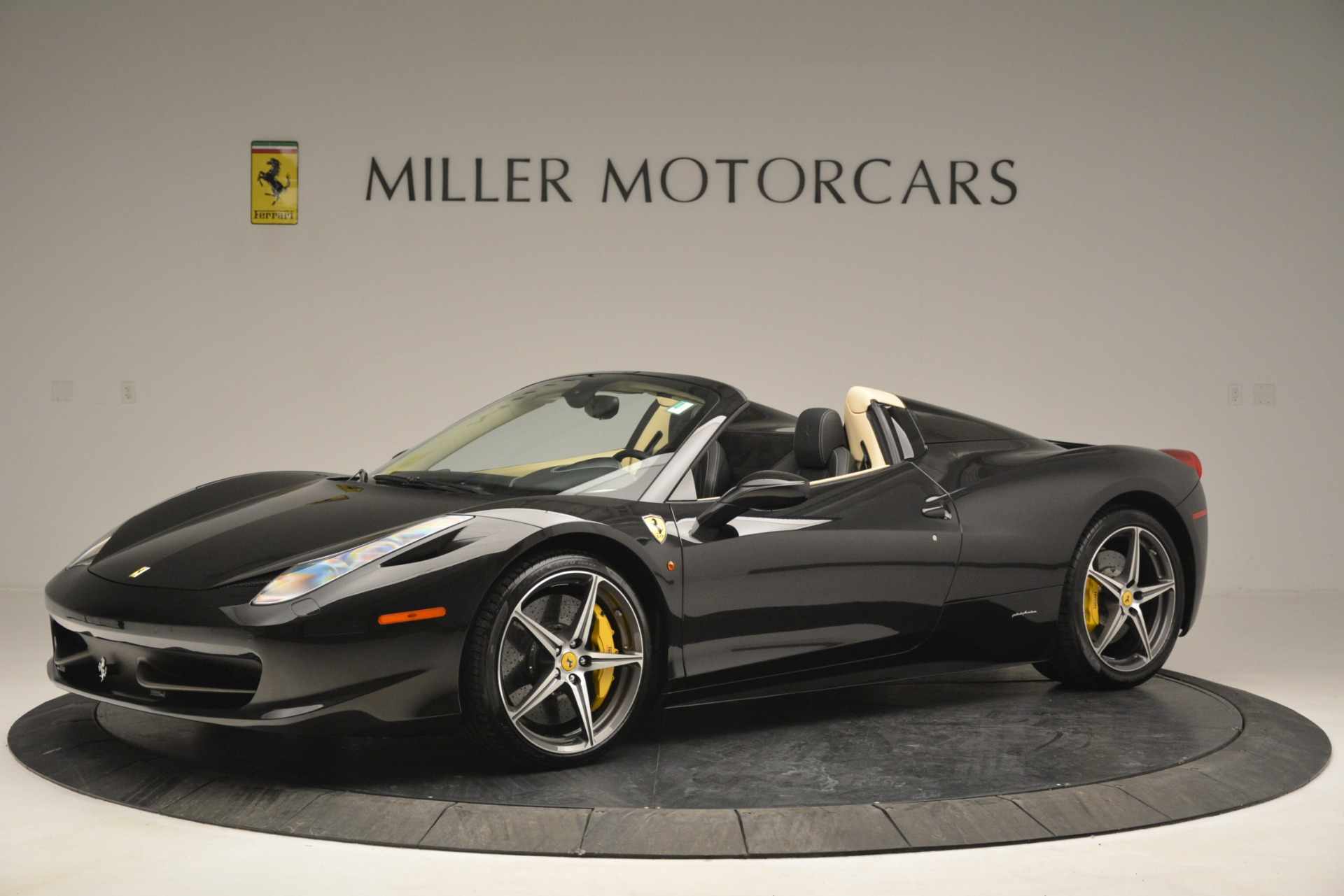 Used 2014 Ferrari 458 Spider  For Sale In Greenwich, CT 2258_p2