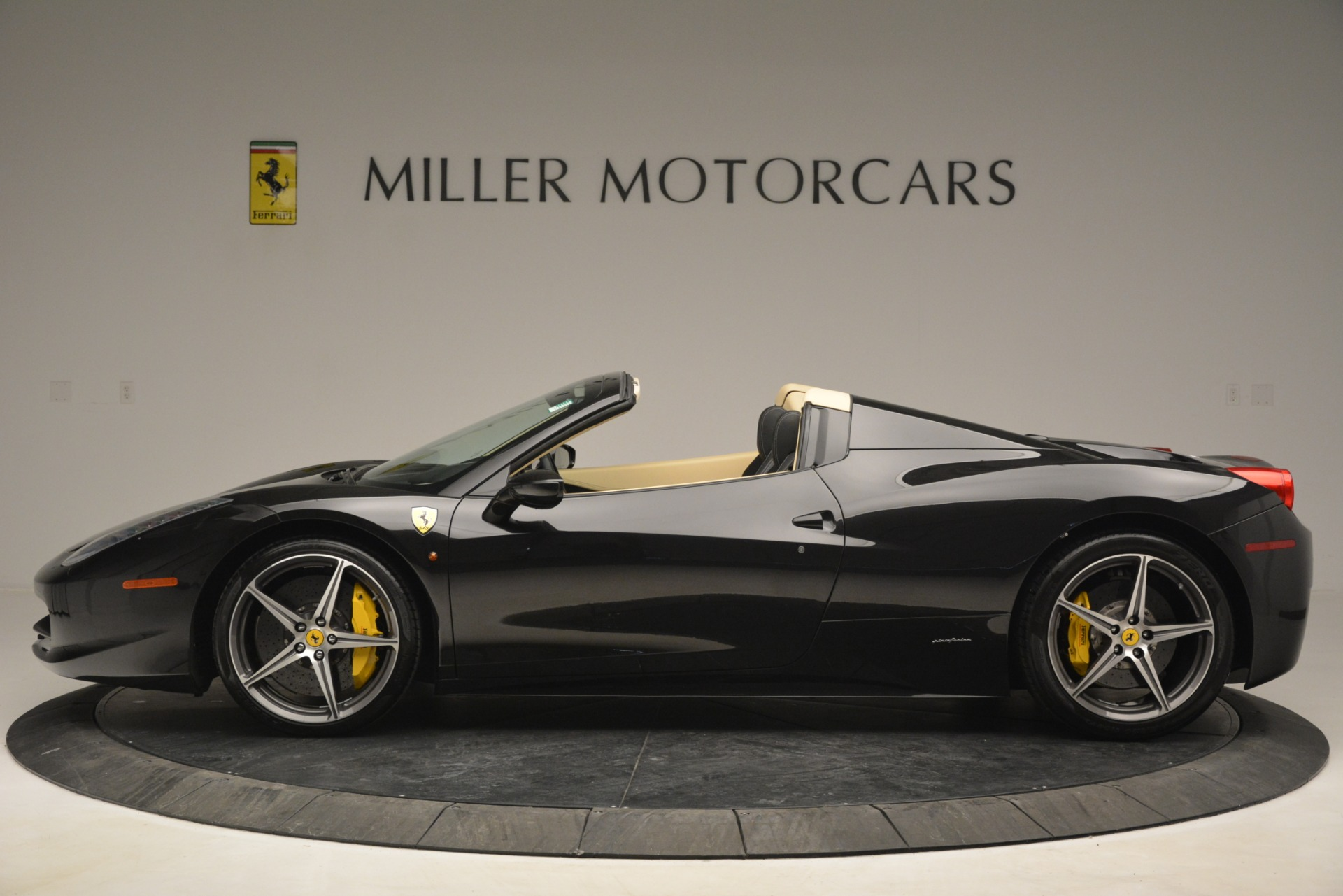 Used 2014 Ferrari 458 Spider  For Sale In Greenwich, CT 2258_p3