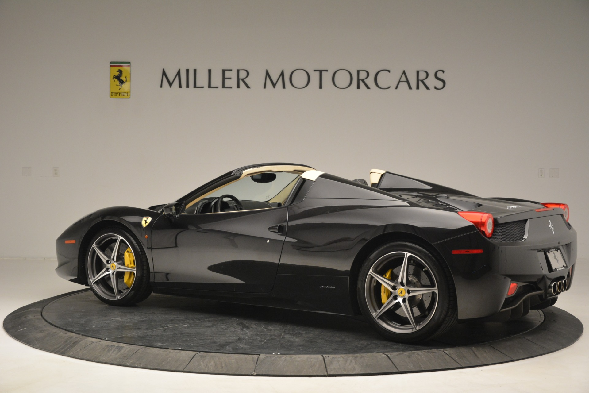Used 2014 Ferrari 458 Spider  For Sale In Greenwich, CT 2258_p4