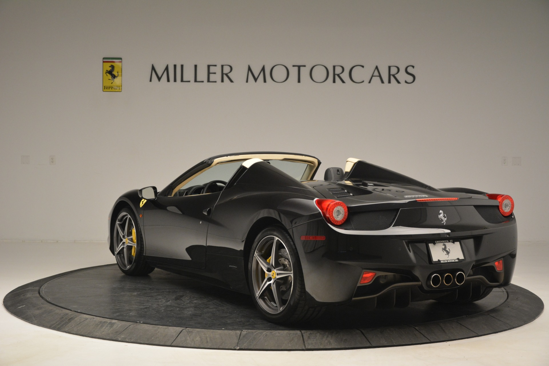 Used 2014 Ferrari 458 Spider  For Sale In Greenwich, CT 2258_p5