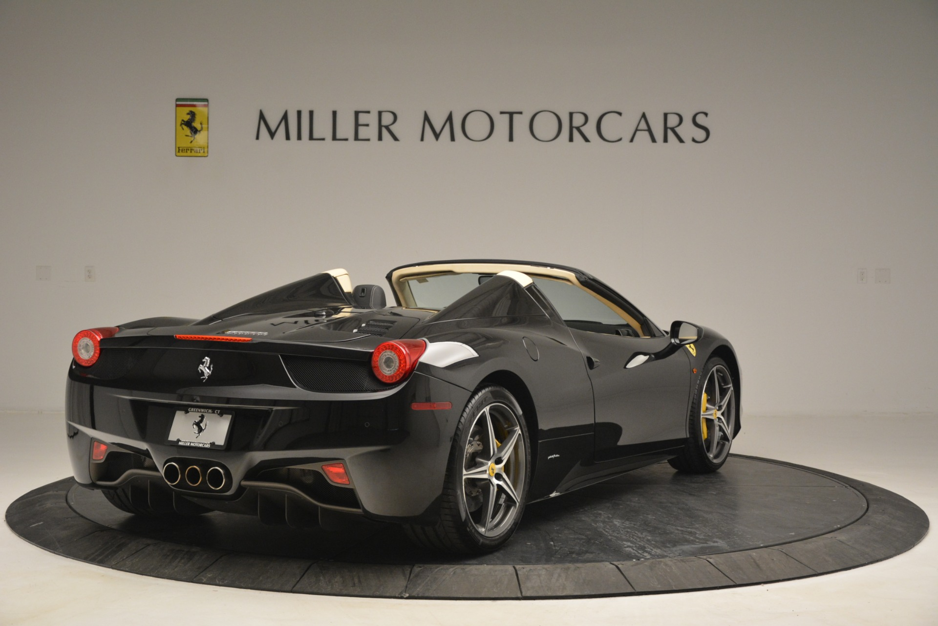 Used 2014 Ferrari 458 Spider  For Sale In Greenwich, CT 2258_p7