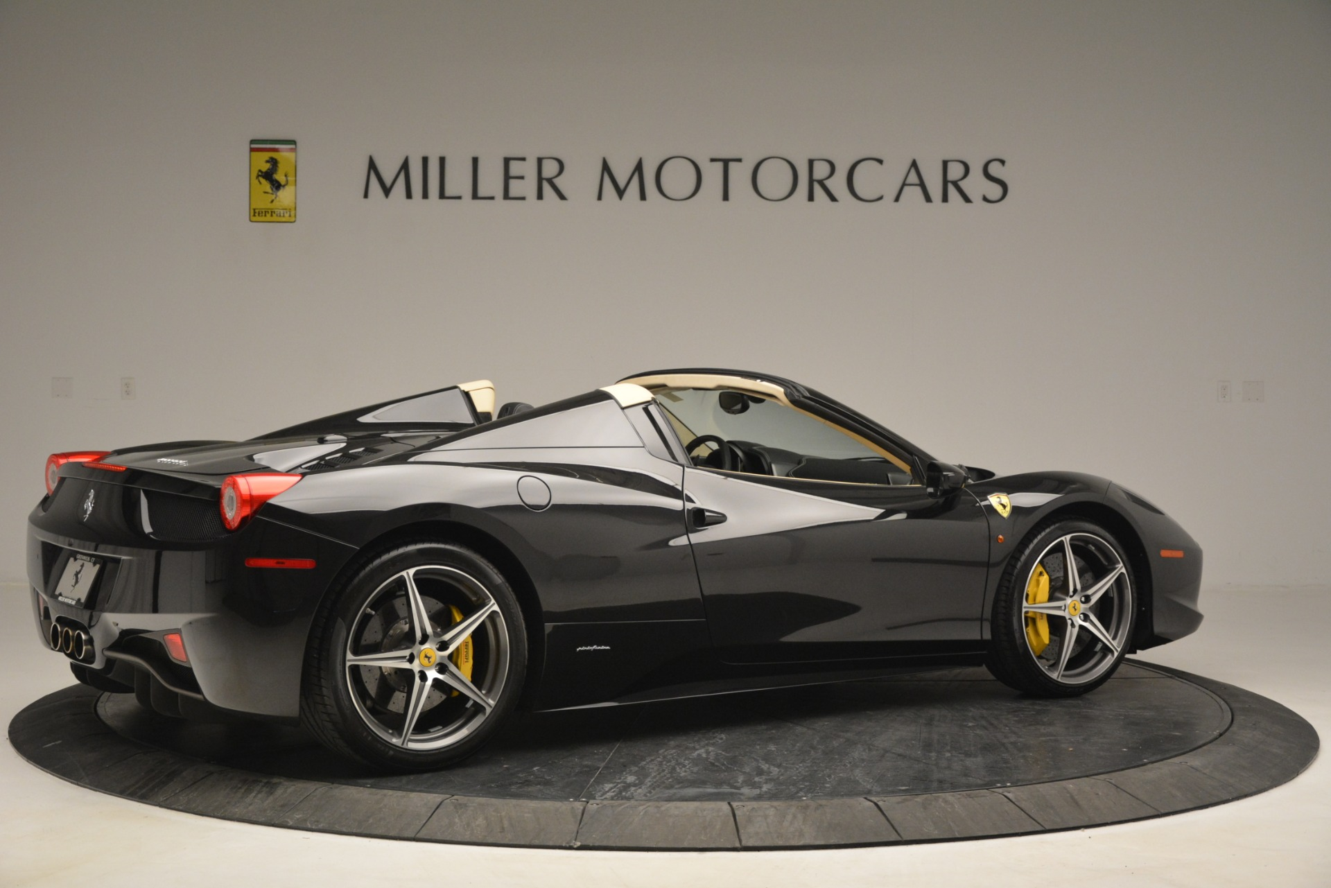 Used 2014 Ferrari 458 Spider  For Sale In Greenwich, CT 2258_p8