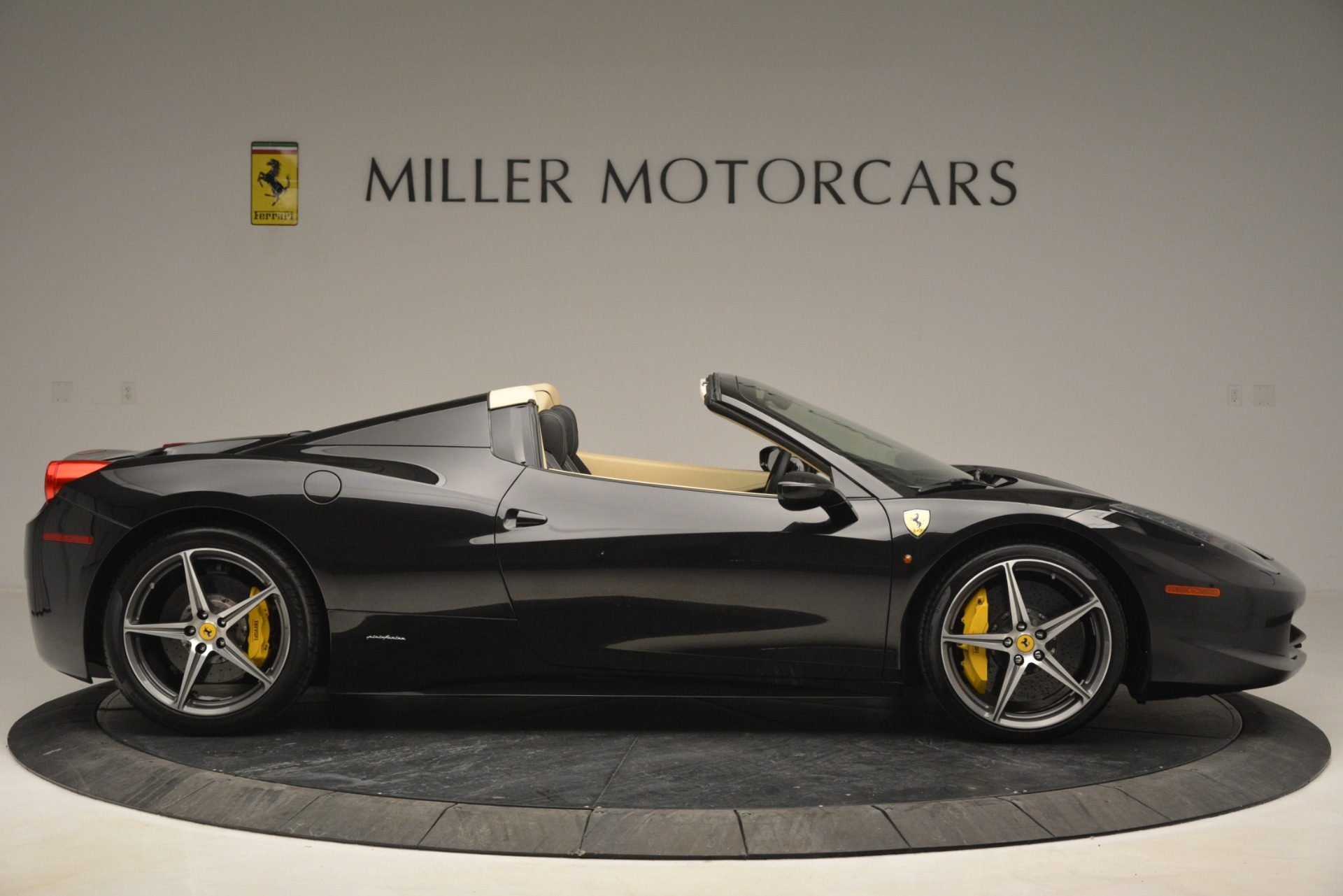 Used 2014 Ferrari 458 Spider  For Sale In Greenwich, CT 2258_p9