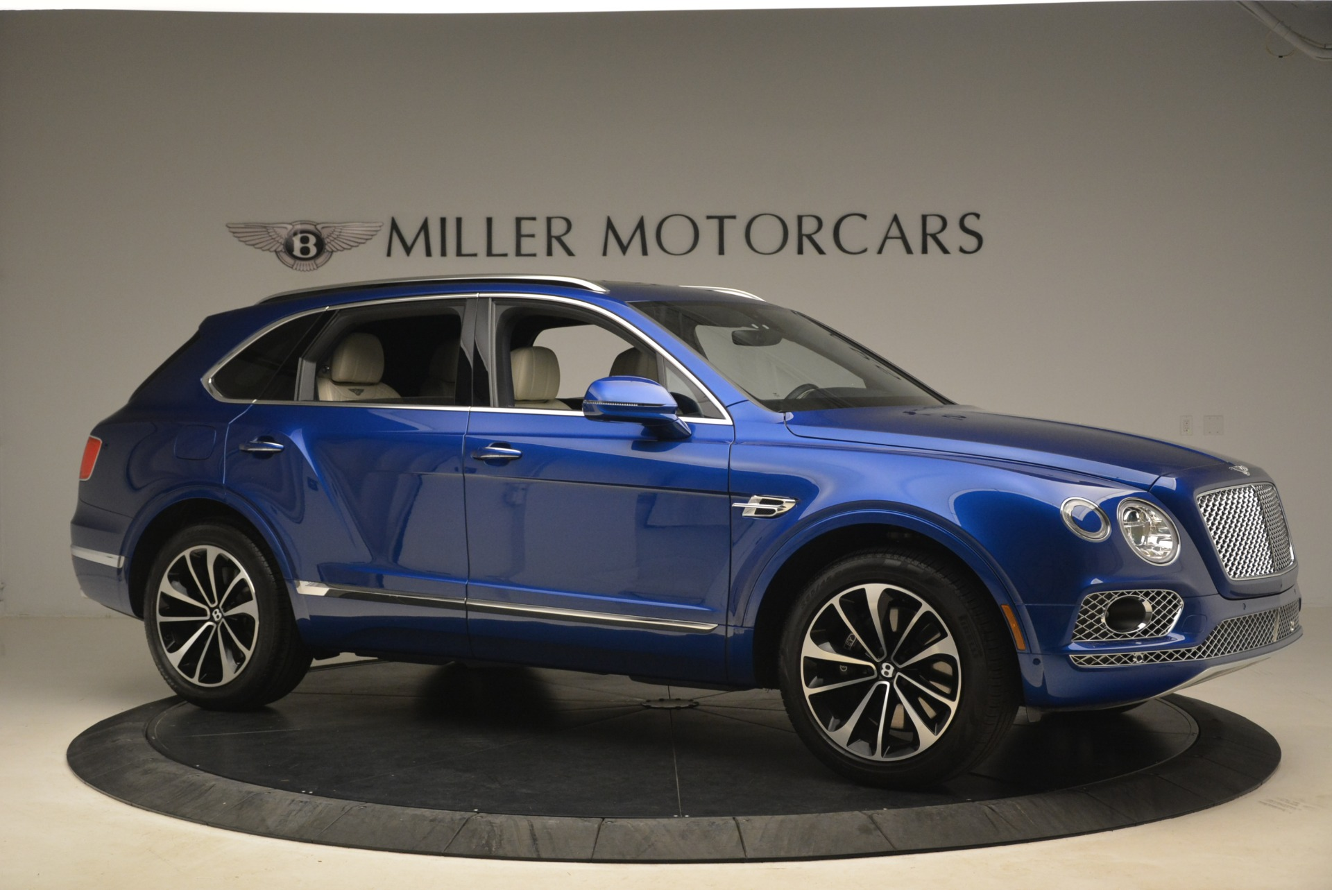 Used 2018 Bentley Bentayga W12 Signature For Sale In Greenwich, CT 2265_p10