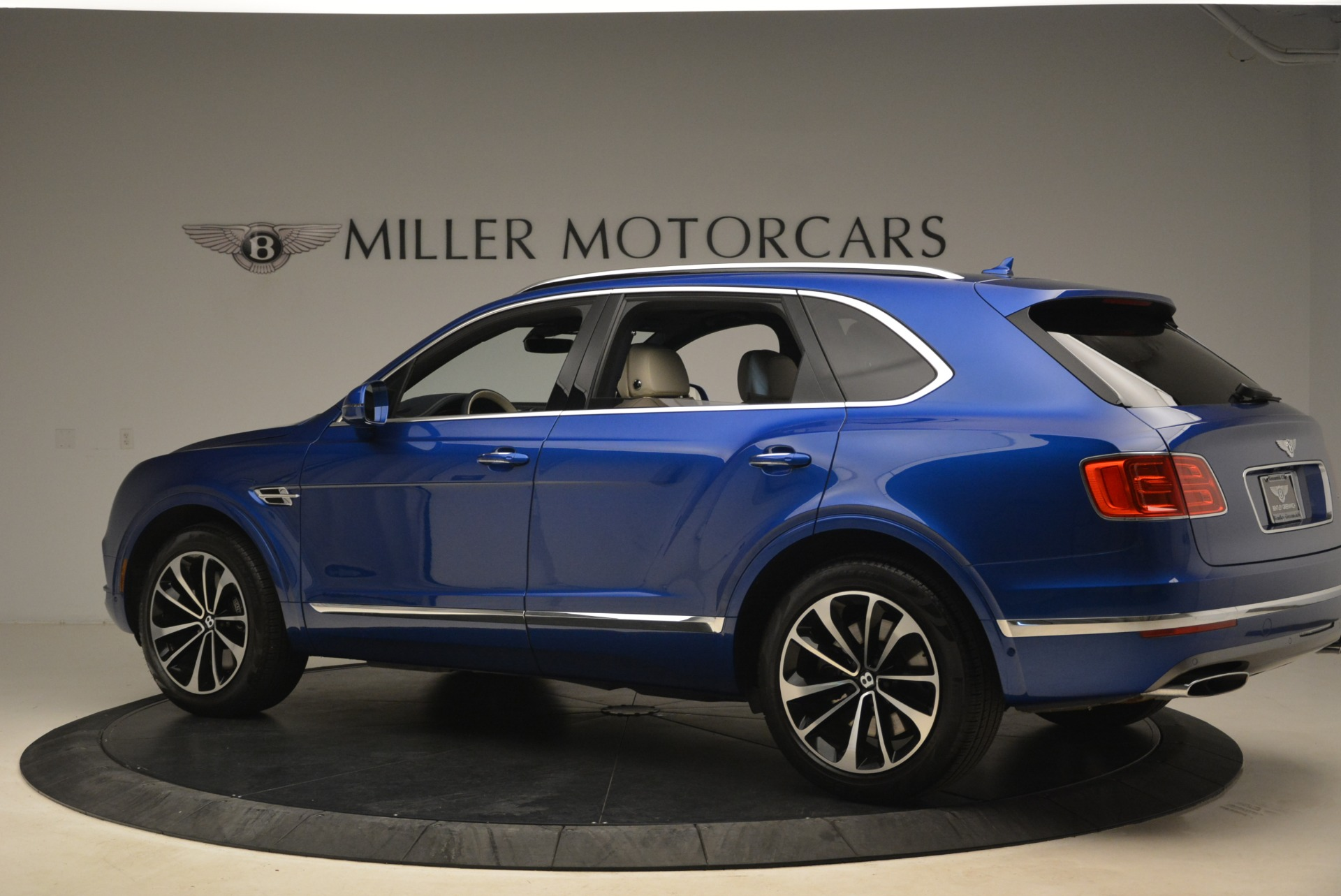 Used 2018 Bentley Bentayga W12 Signature For Sale In Greenwich, CT 2265_p4