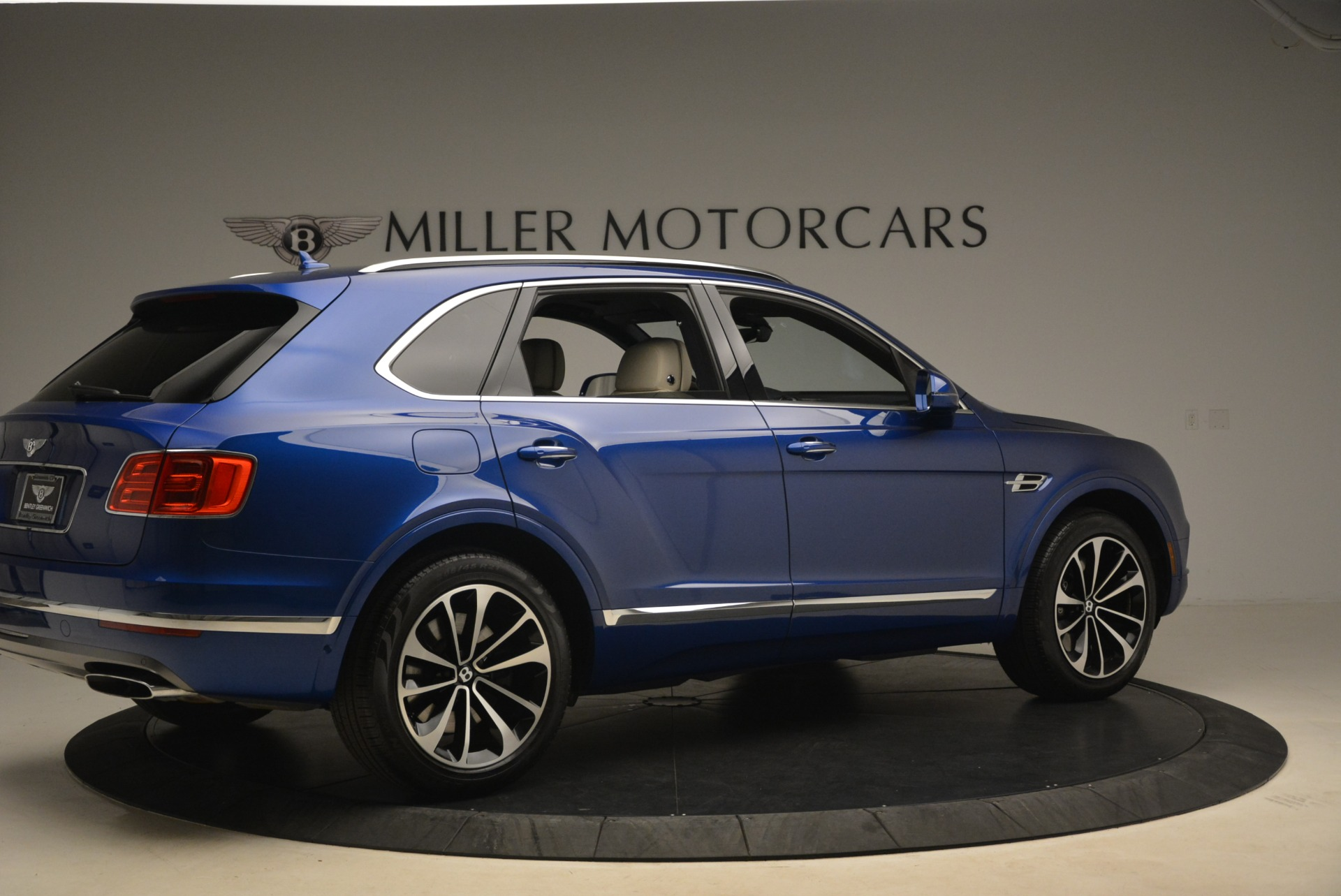 Used 2018 Bentley Bentayga W12 Signature For Sale In Greenwich, CT 2265_p8