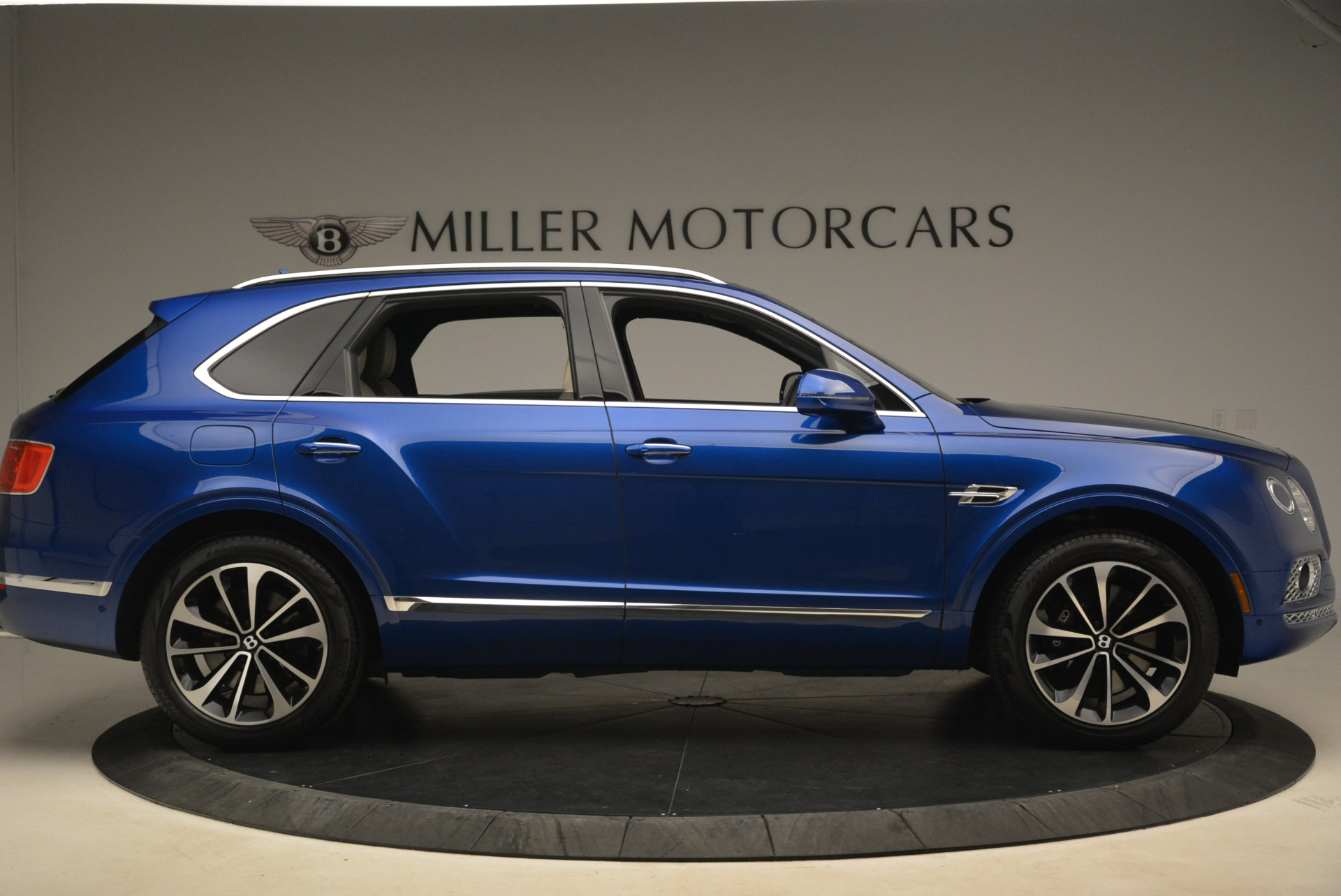 Used 2018 Bentley Bentayga W12 Signature For Sale In Greenwich, CT 2265_p9