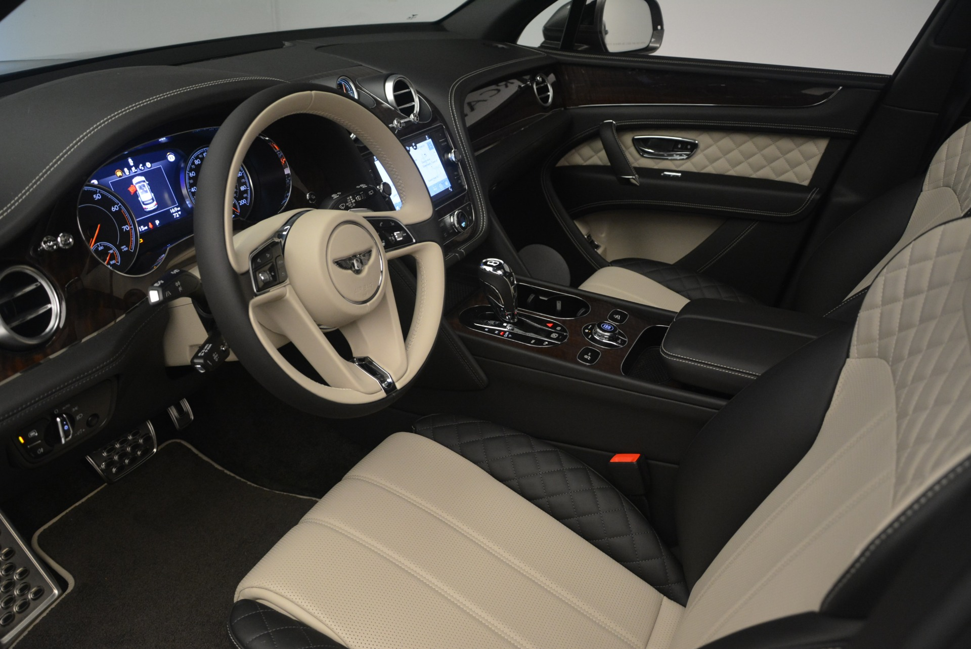 New 2018 Bentley Bentayga W12 Activity For Sale In Greenwich, CT 2280_p17