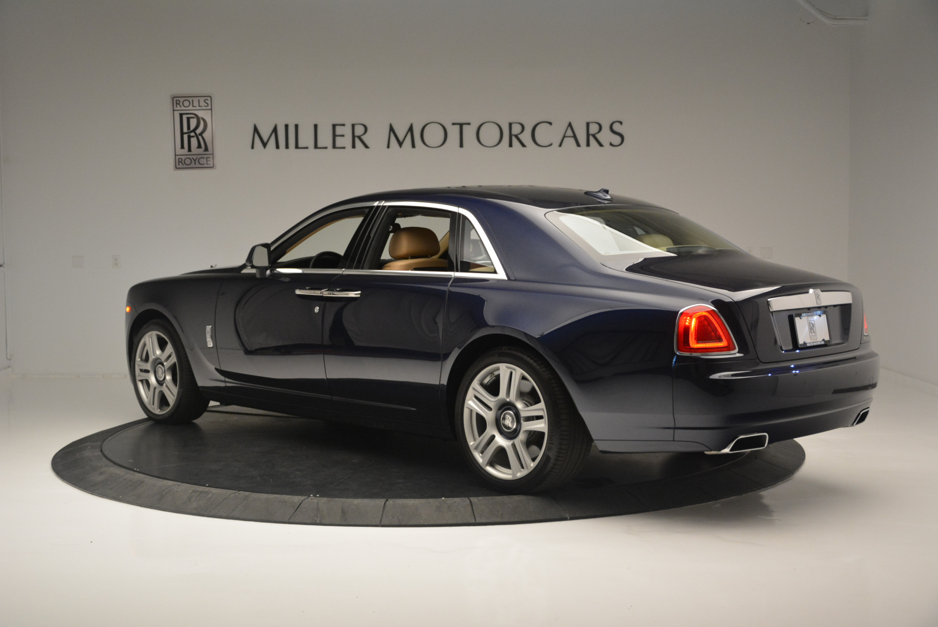 Used 2015 Rolls-Royce Ghost  For Sale In Greenwich, CT 2297_p4