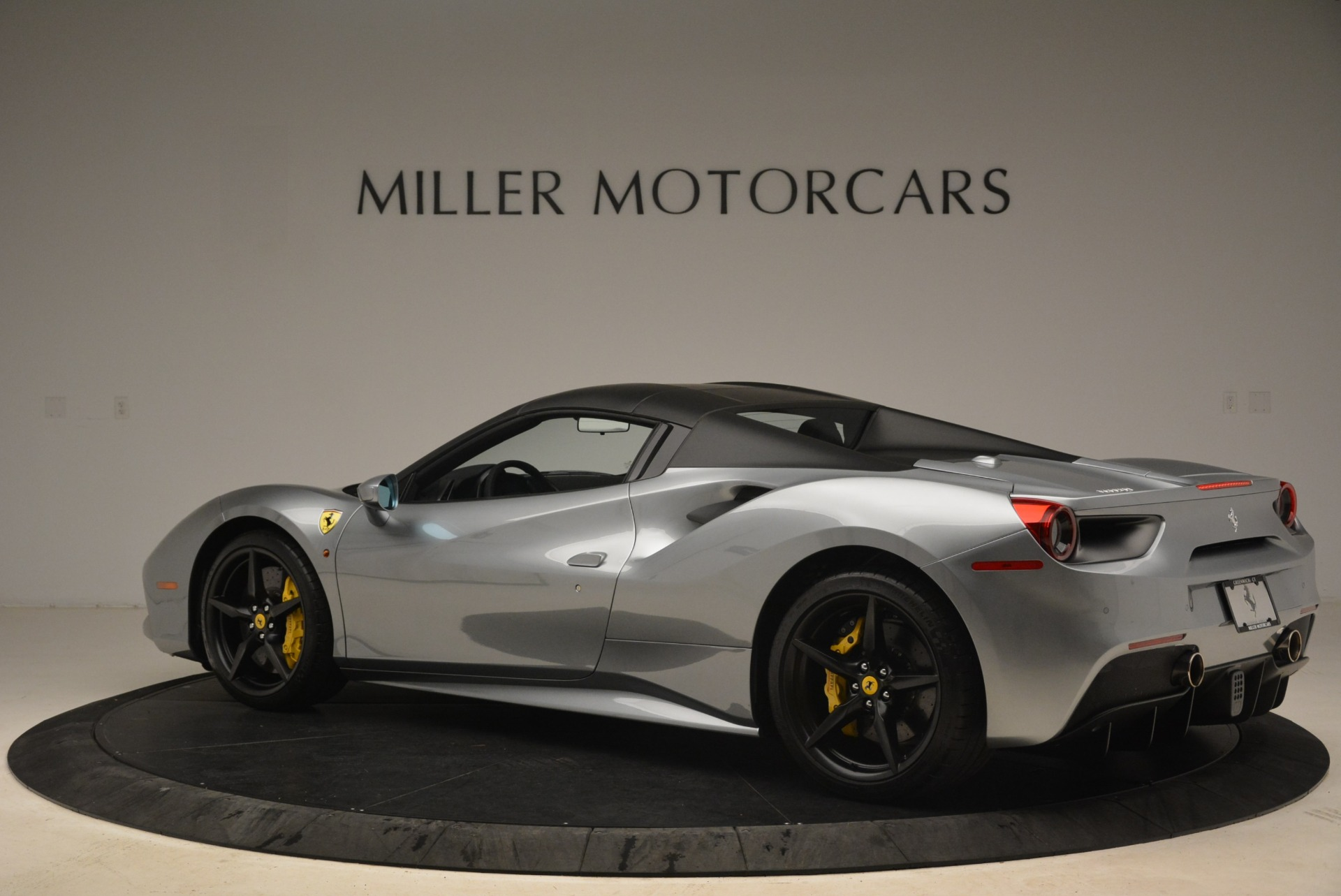 Used 2018 Ferrari 488 Spider  For Sale In Greenwich, CT 2306_p16
