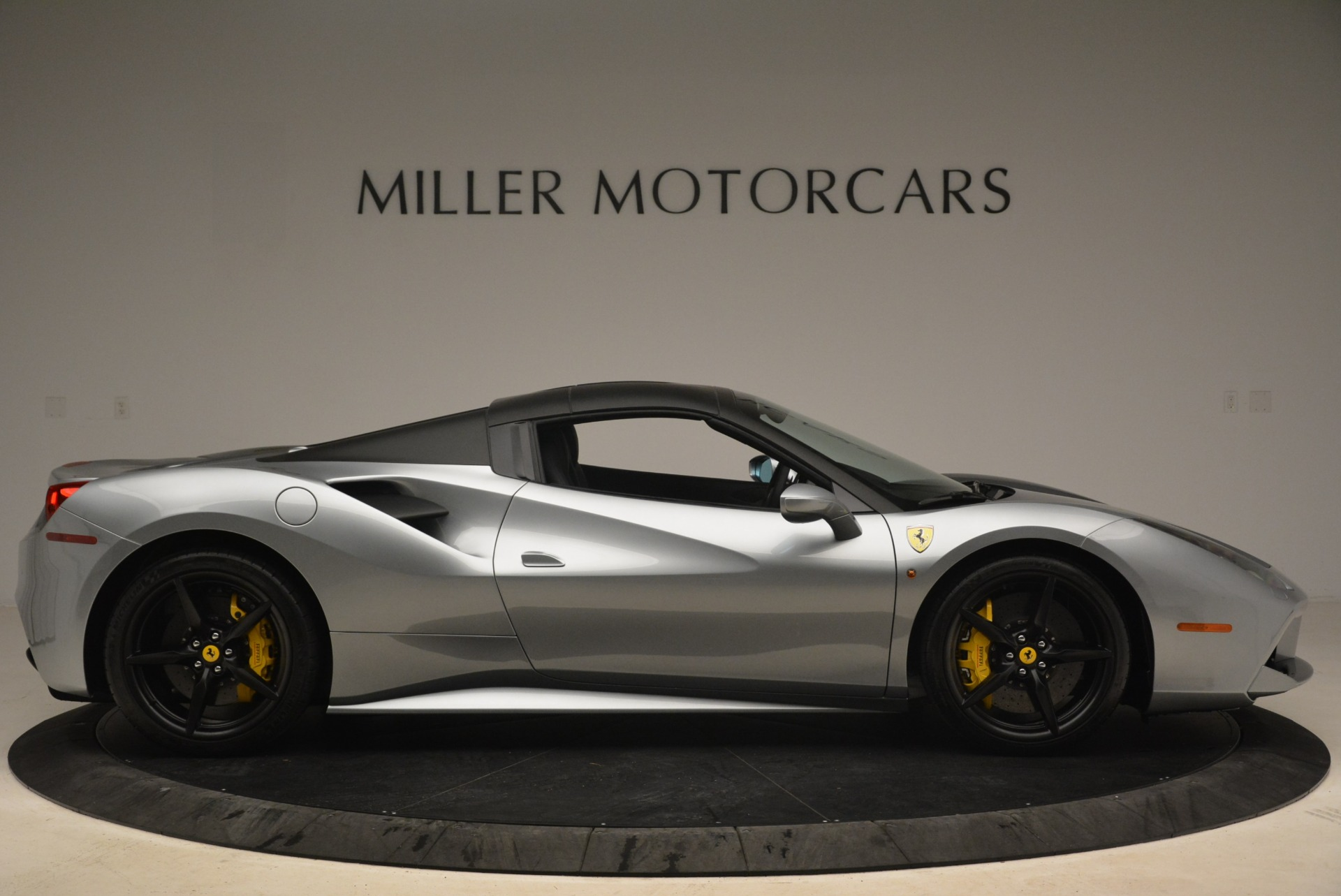Used 2018 Ferrari 488 Spider  For Sale In Greenwich, CT 2306_p21