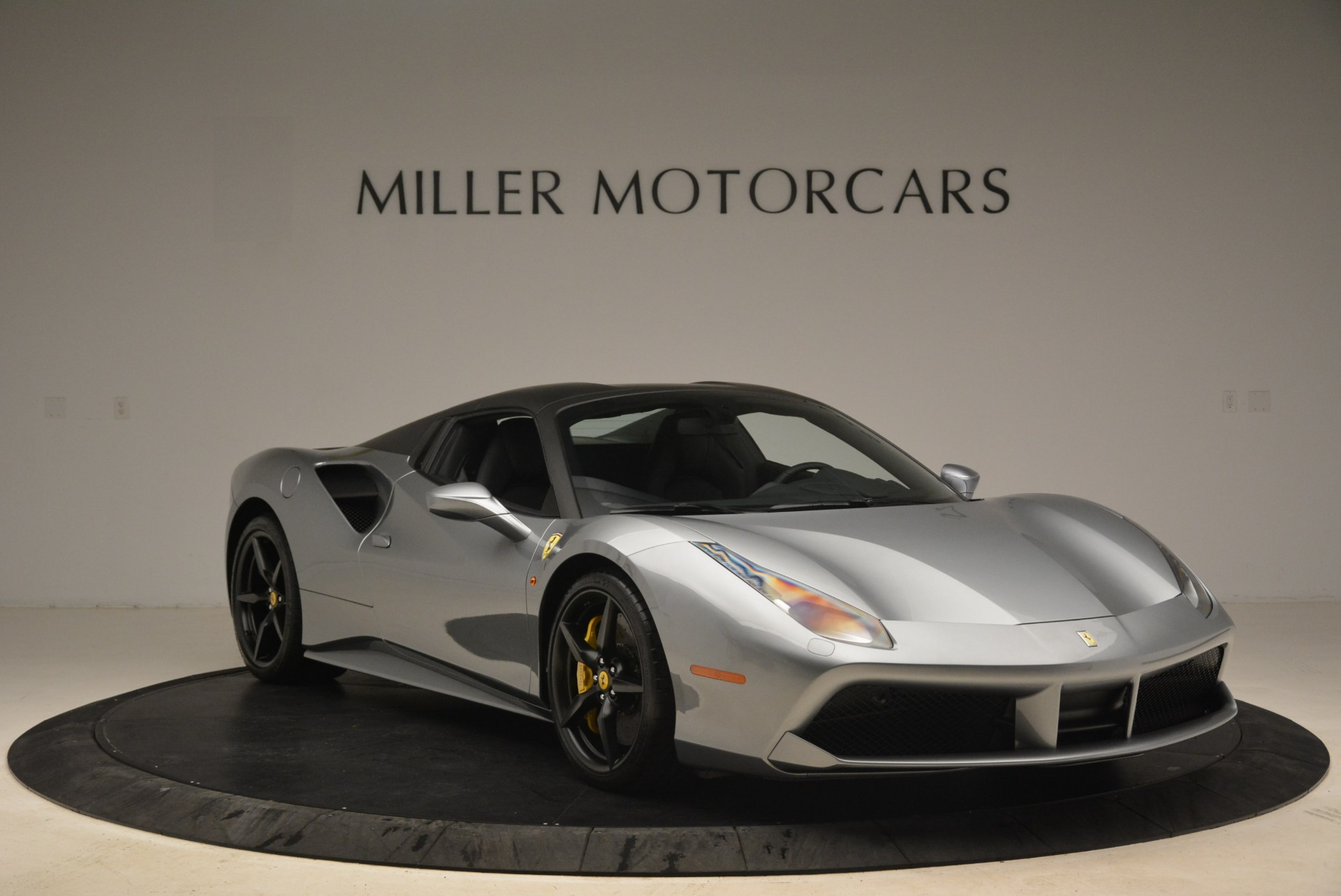 Used 2018 Ferrari 488 Spider  For Sale In Greenwich, CT 2306_p23