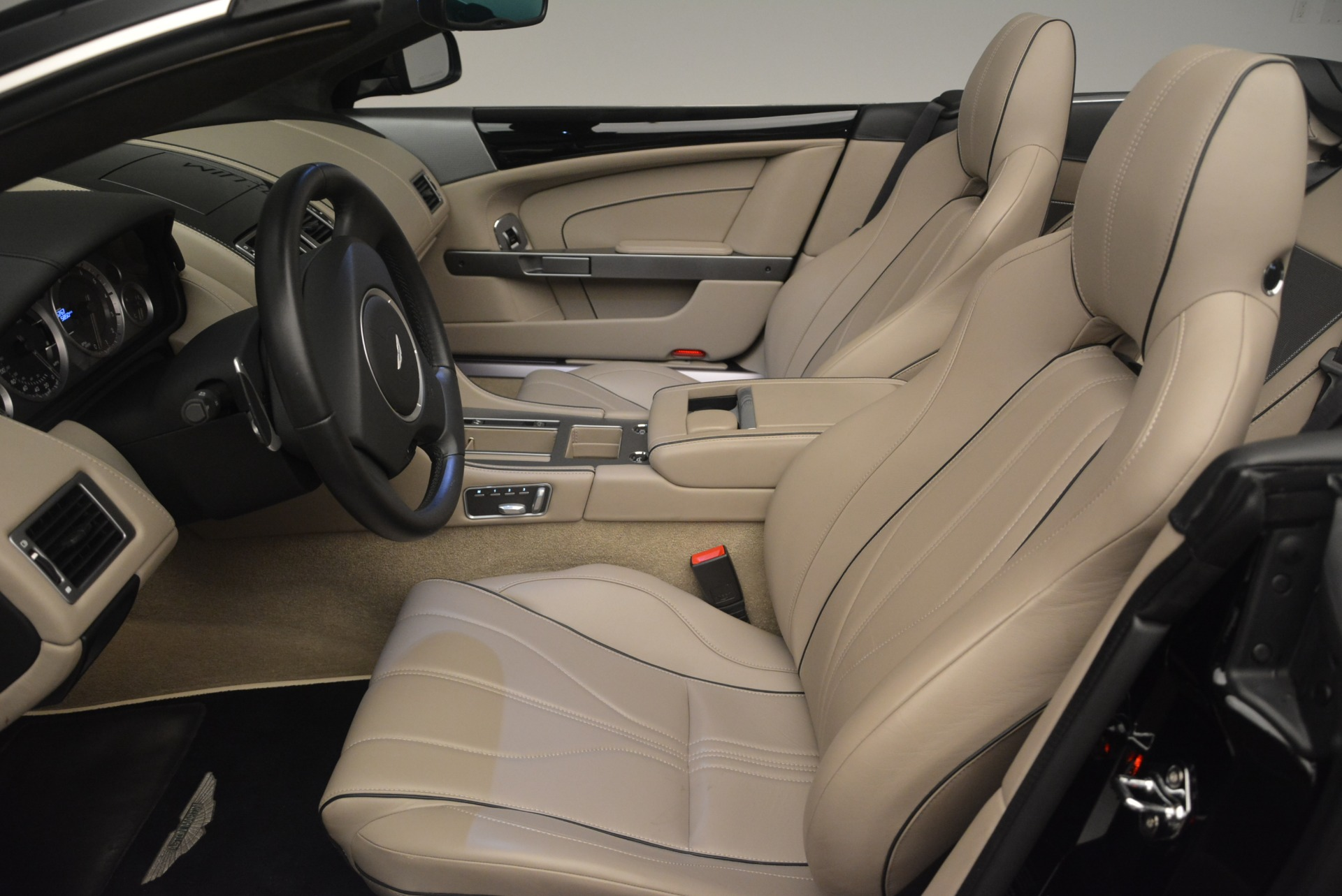Used 2015 Aston Martin DB9 Volante For Sale In Greenwich, CT 2318_p19