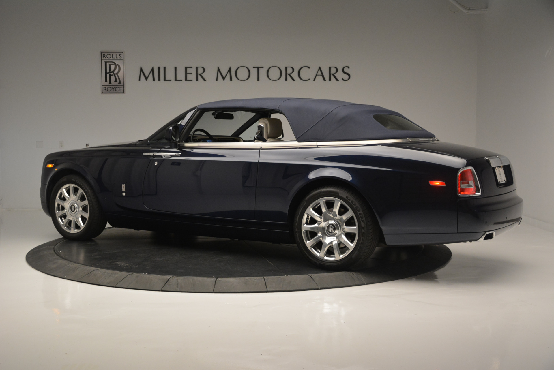 Used 2014 Rolls-Royce Phantom Drophead Coupe  For Sale In Greenwich, CT 2356_p11