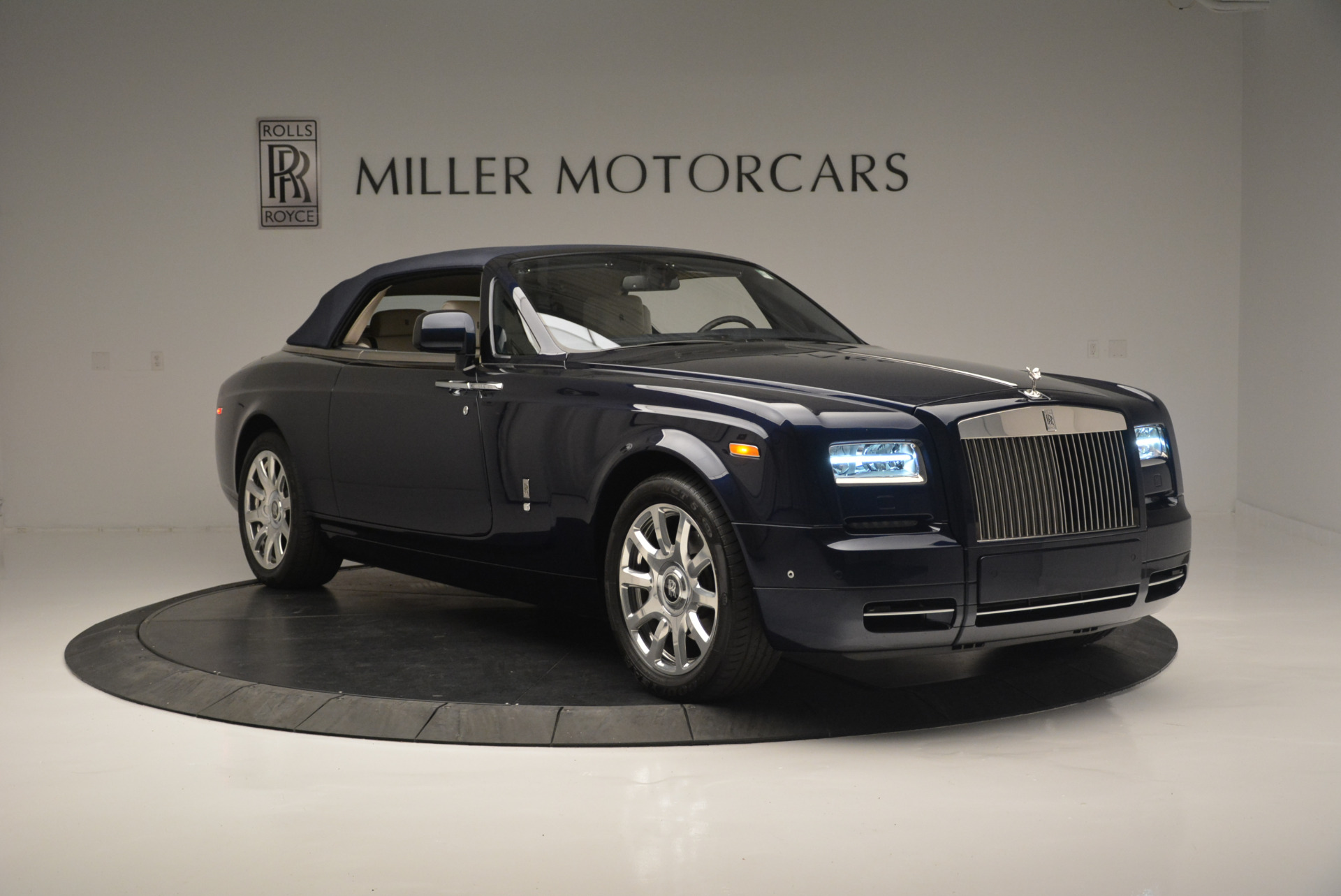 Used 2014 Rolls-Royce Phantom Drophead Coupe  For Sale In Greenwich, CT 2356_p15