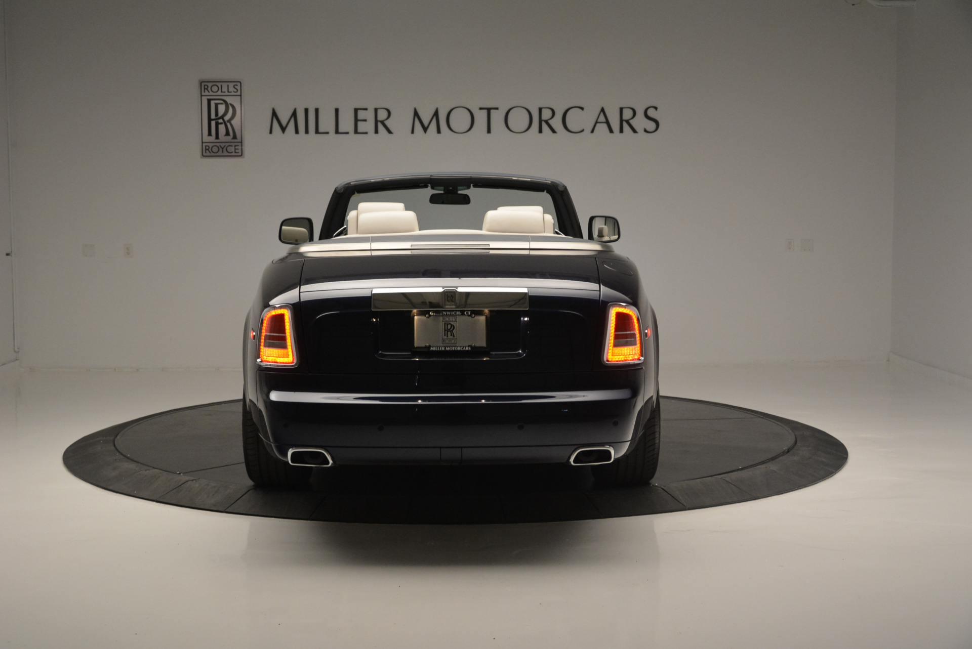 Used 2014 Rolls-Royce Phantom Drophead Coupe  For Sale In Greenwich, CT 2356_p4