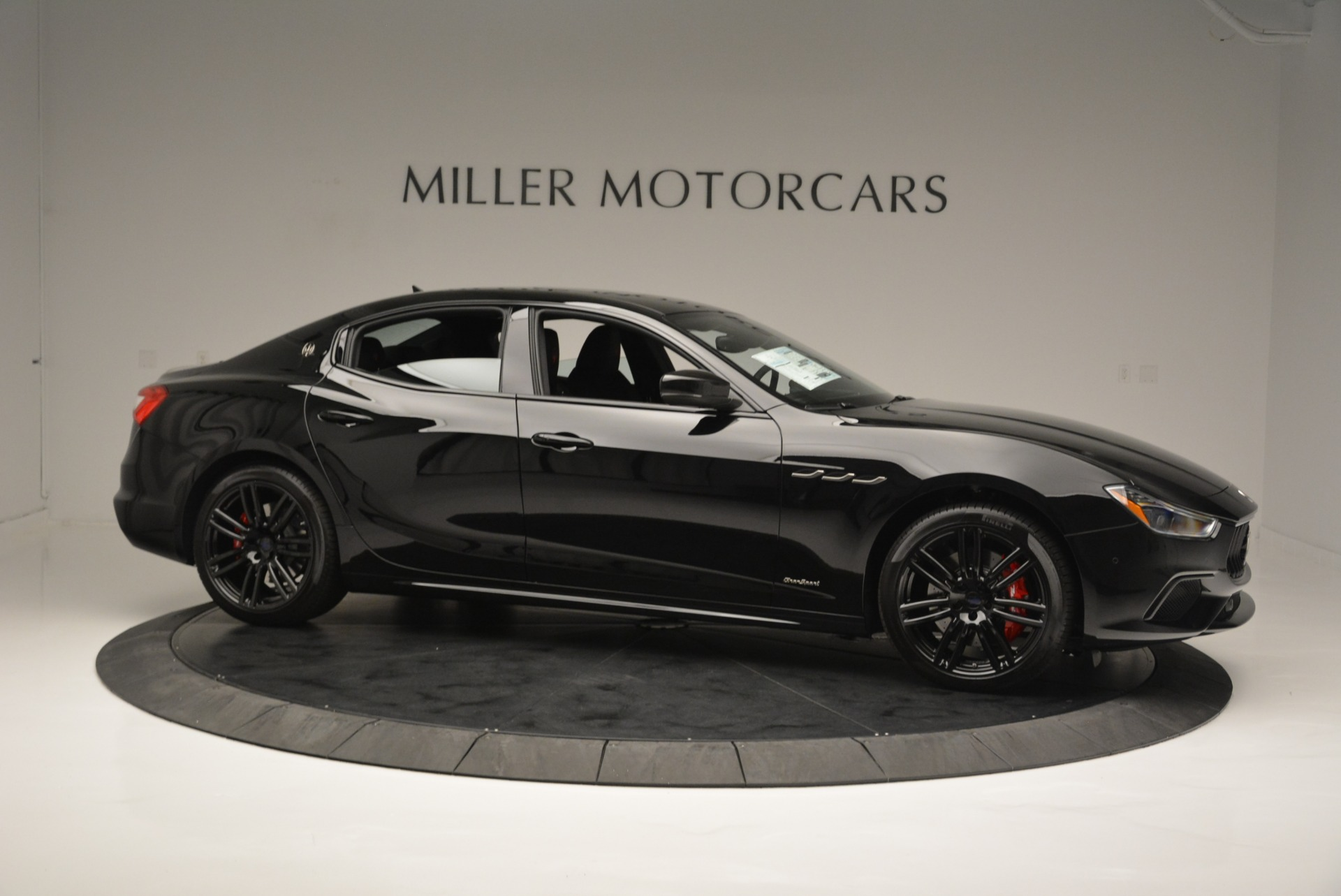 New 2018 Maserati Ghibli SQ4 GranSport Nerissimo For Sale In Greenwich, CT 2372_p10