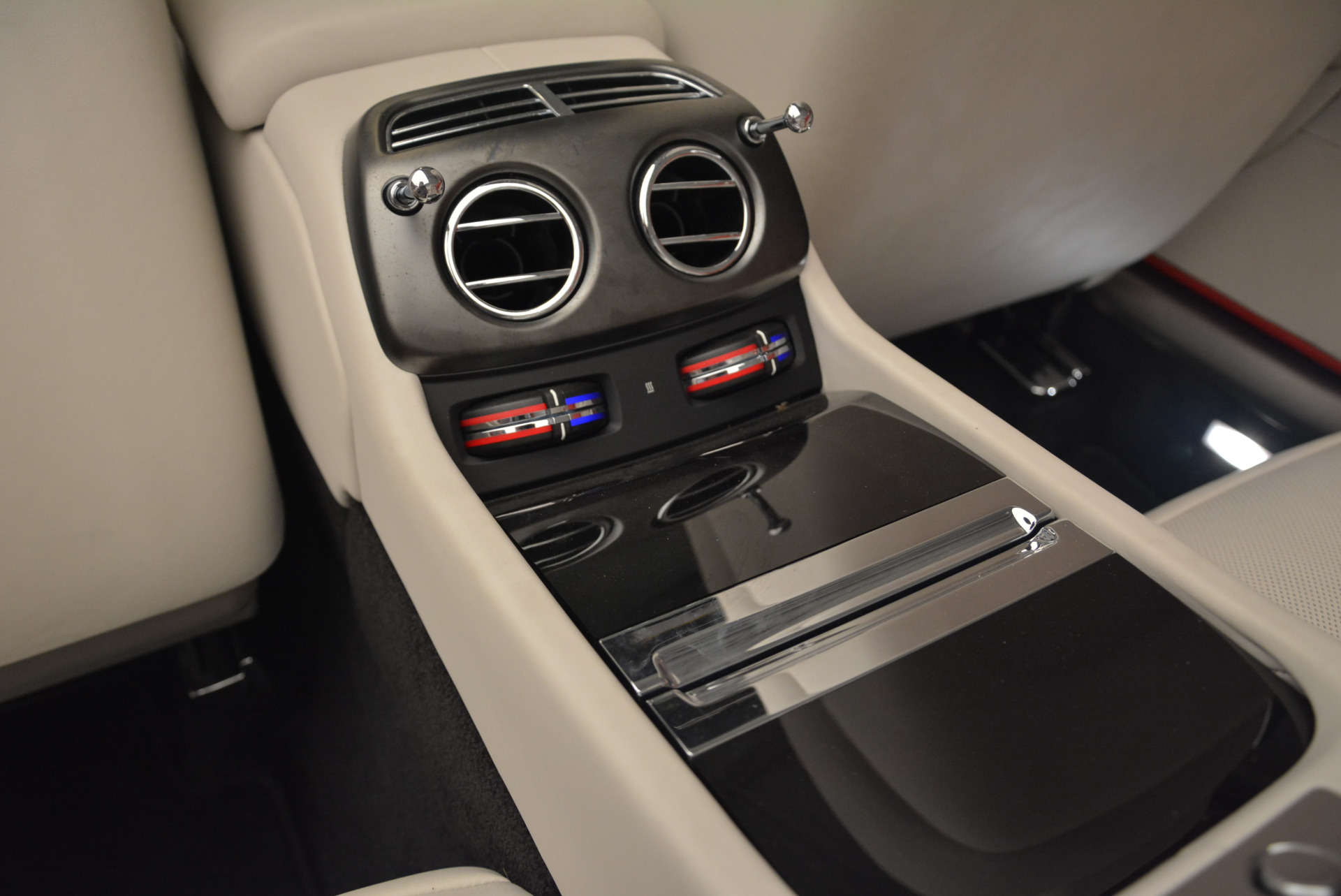 Used 2018 Rolls-Royce Dawn Black Badge For Sale In Greenwich, CT 2376_p24