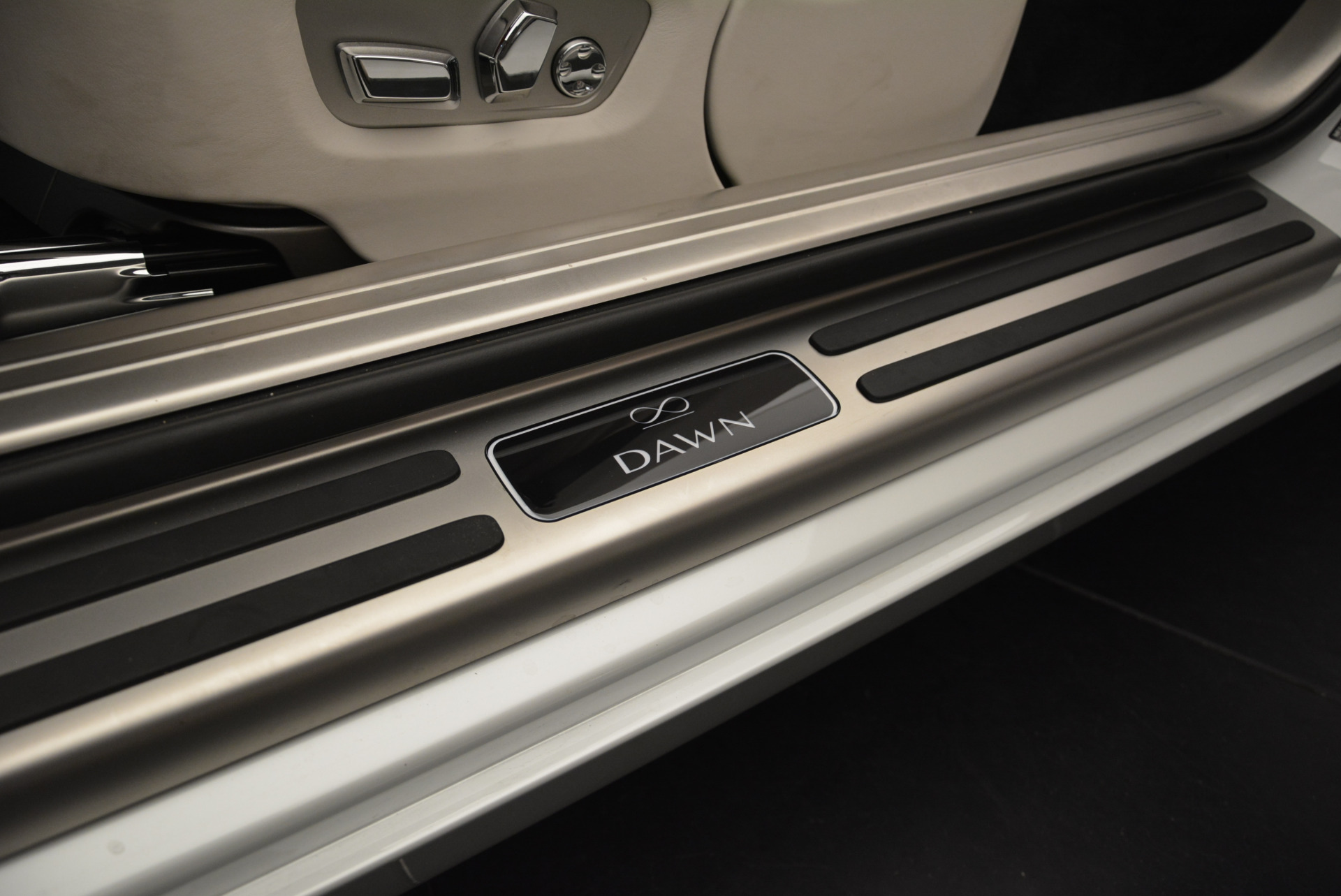 Used 2018 Rolls-Royce Dawn Black Badge For Sale In Greenwich, CT 2376_p25