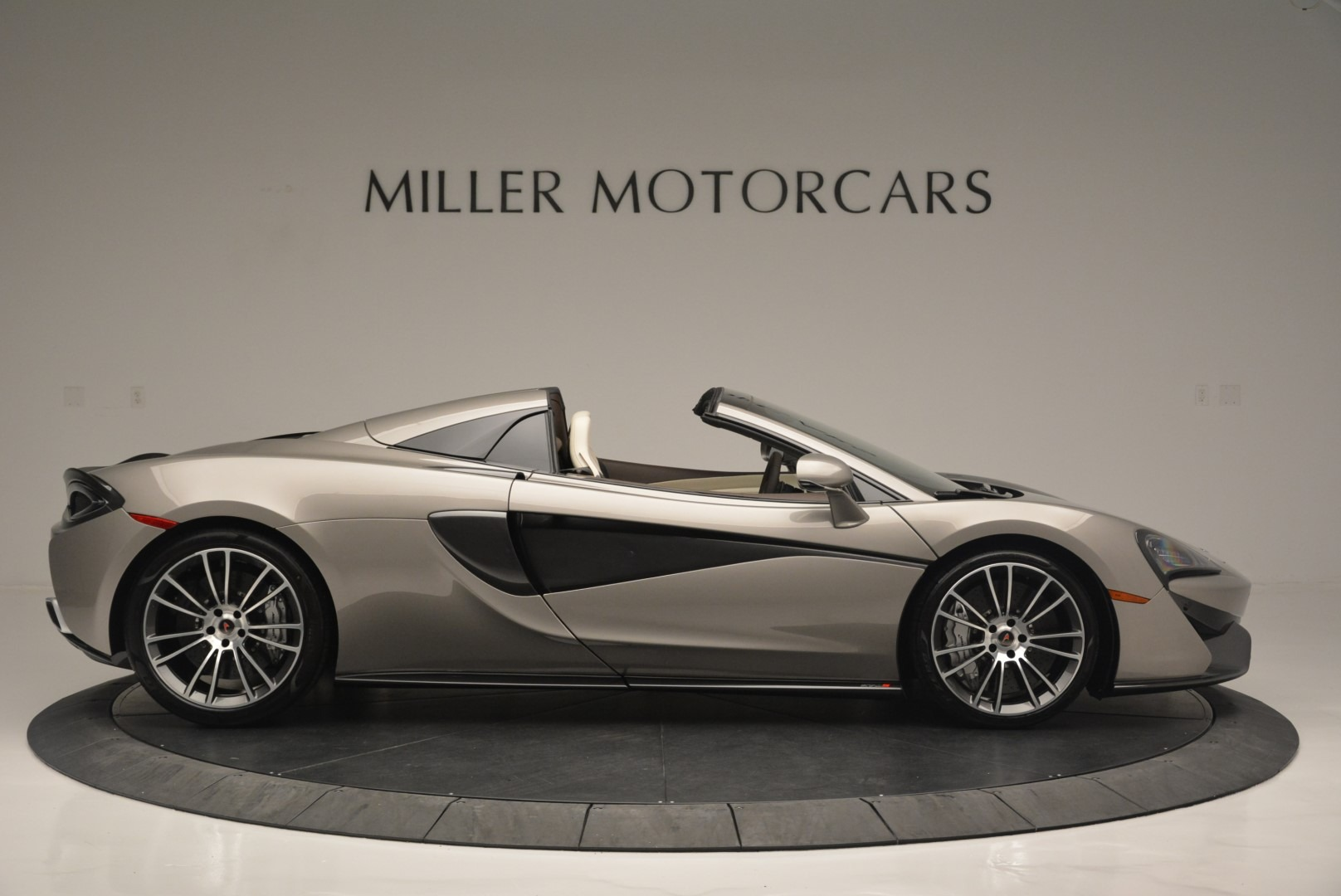 New 2018 McLaren 570S Spider For Sale In Greenwich, CT 2387_p9