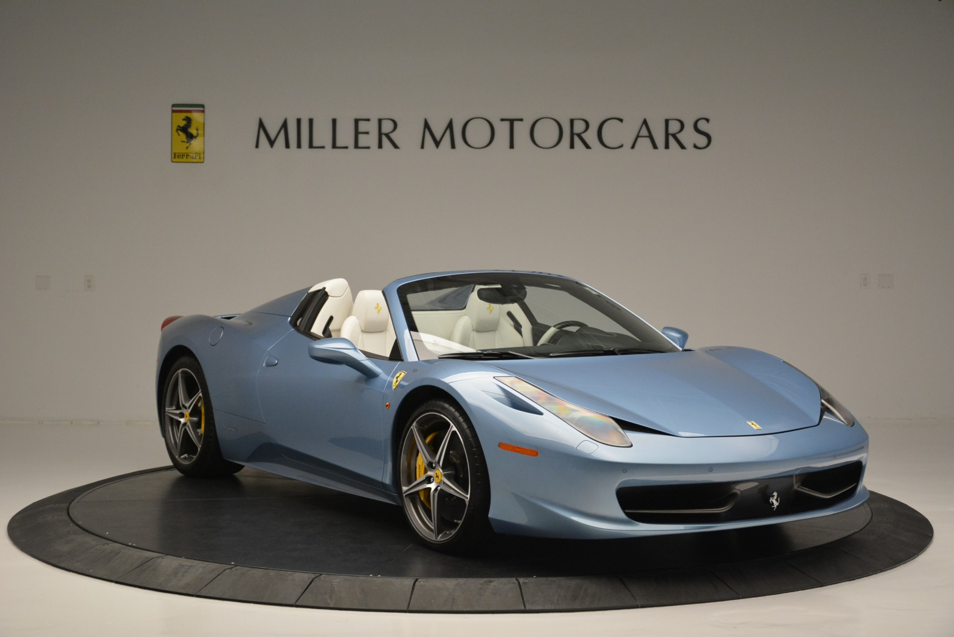 Used 2012 Ferrari 458 Spider  For Sale In Greenwich, CT 2413_p11
