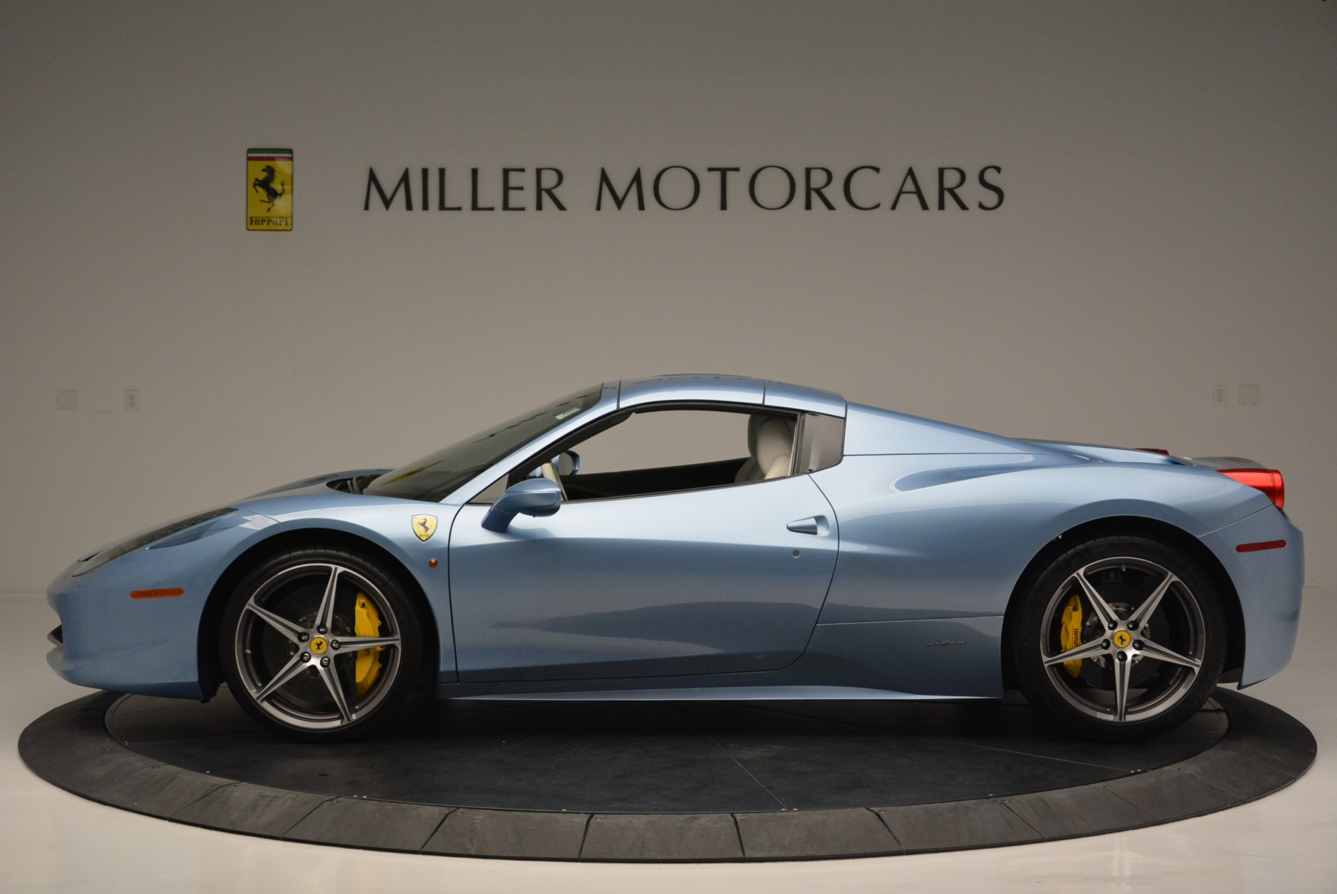 Used 2012 Ferrari 458 Spider  For Sale In Greenwich, CT 2413_p15