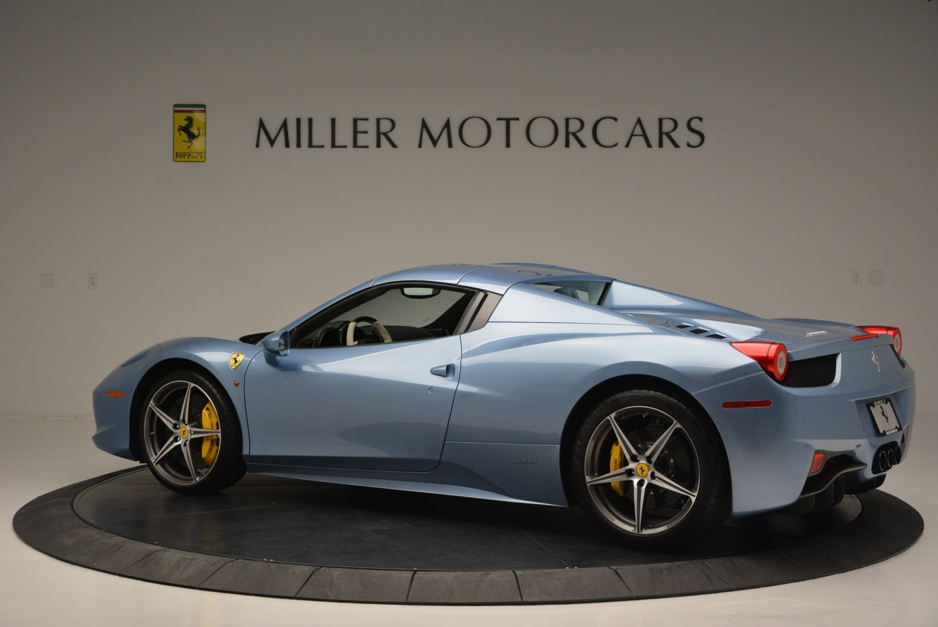 Used 2012 Ferrari 458 Spider  For Sale In Greenwich, CT 2413_p16