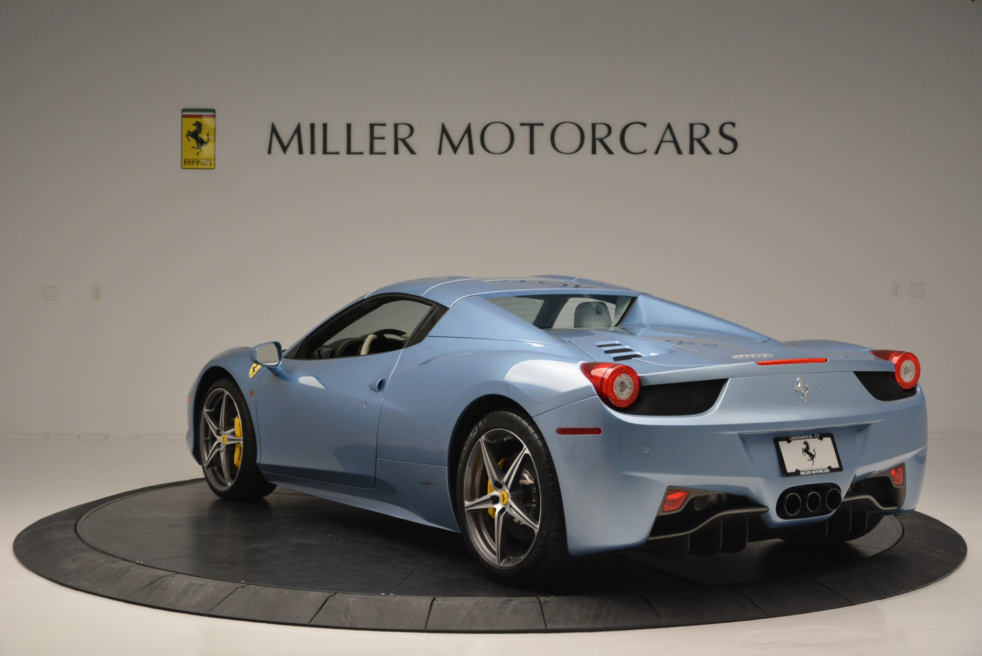 Used 2012 Ferrari 458 Spider  For Sale In Greenwich, CT 2413_p17