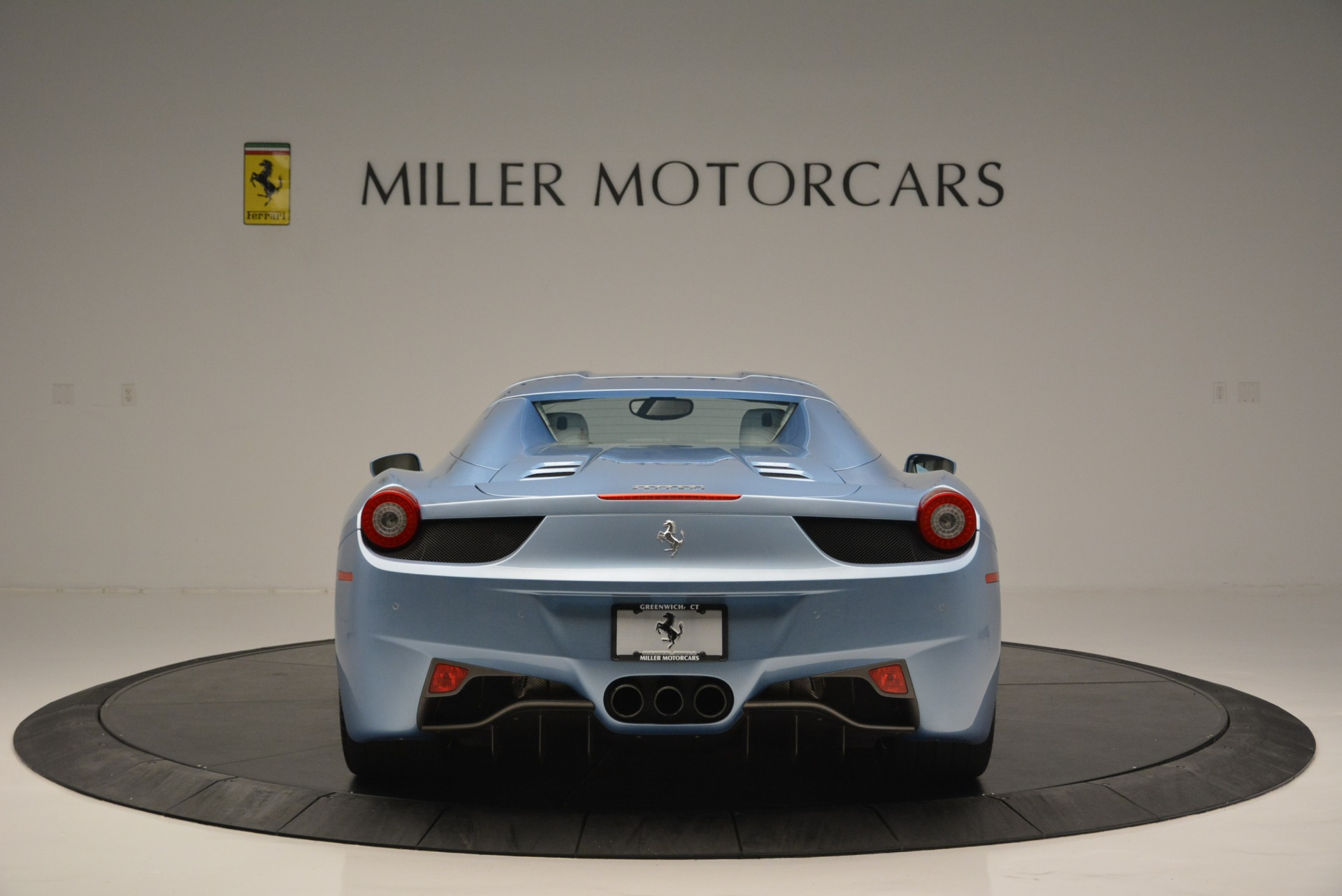 Used 2012 Ferrari 458 Spider  For Sale In Greenwich, CT 2413_p18
