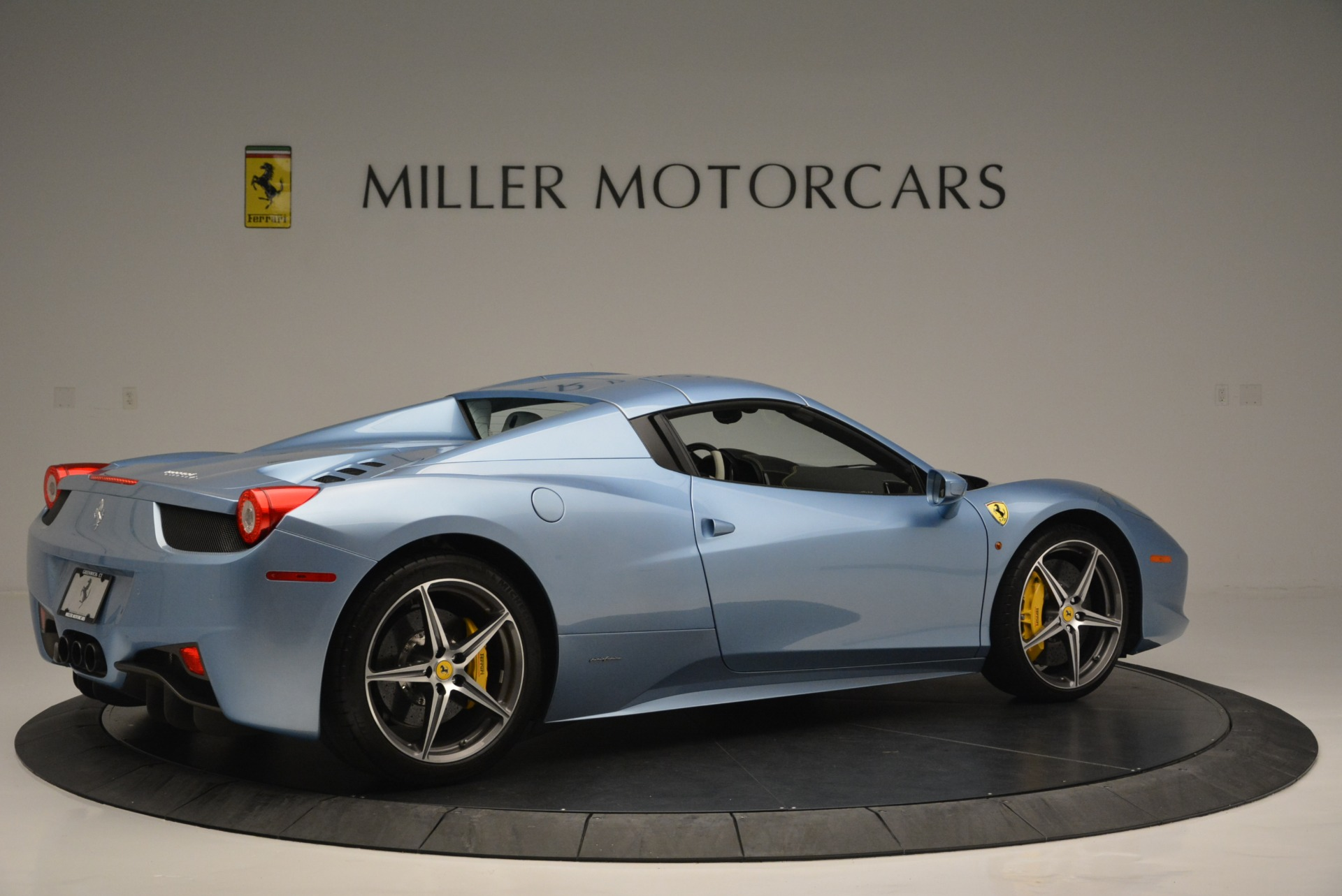 Used 2012 Ferrari 458 Spider  For Sale In Greenwich, CT 2413_p20