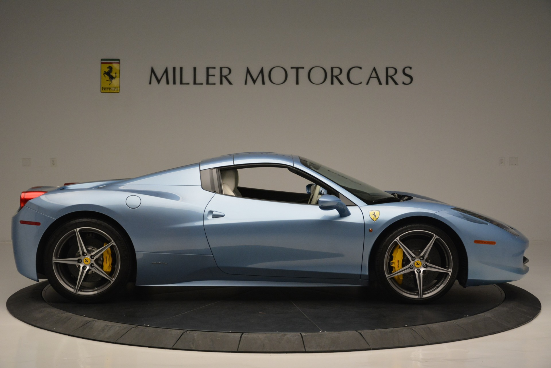 Used 2012 Ferrari 458 Spider  For Sale In Greenwich, CT 2413_p21