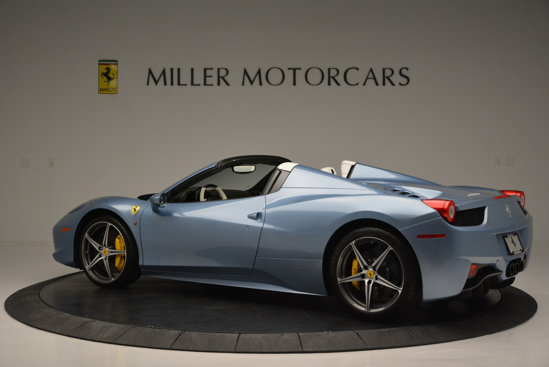 Used 2012 Ferrari 458 Spider  For Sale In Greenwich, CT 2413_p4