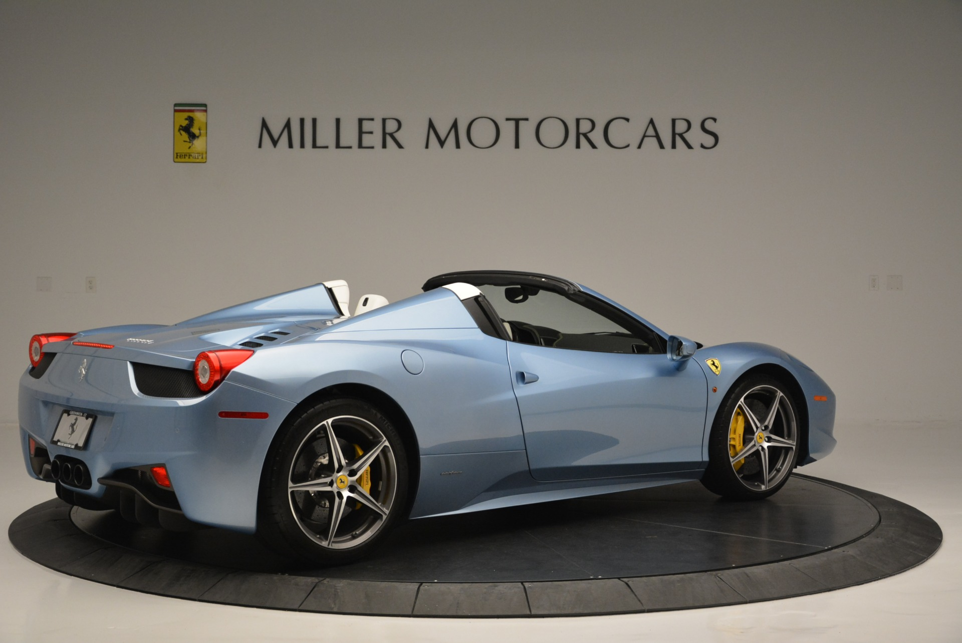 Used 2012 Ferrari 458 Spider  For Sale In Greenwich, CT 2413_p8