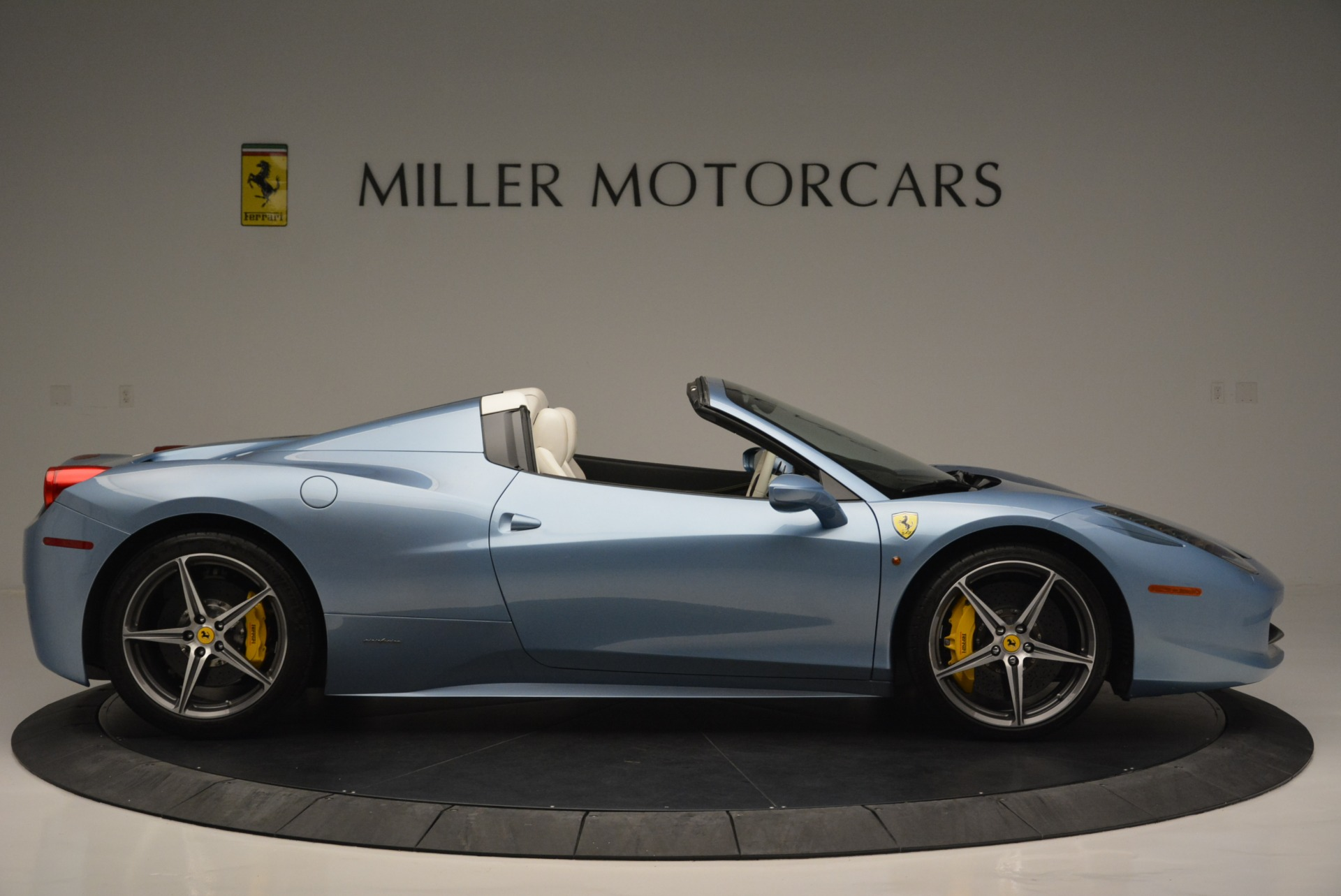 Used 2012 Ferrari 458 Spider  For Sale In Greenwich, CT 2413_p9